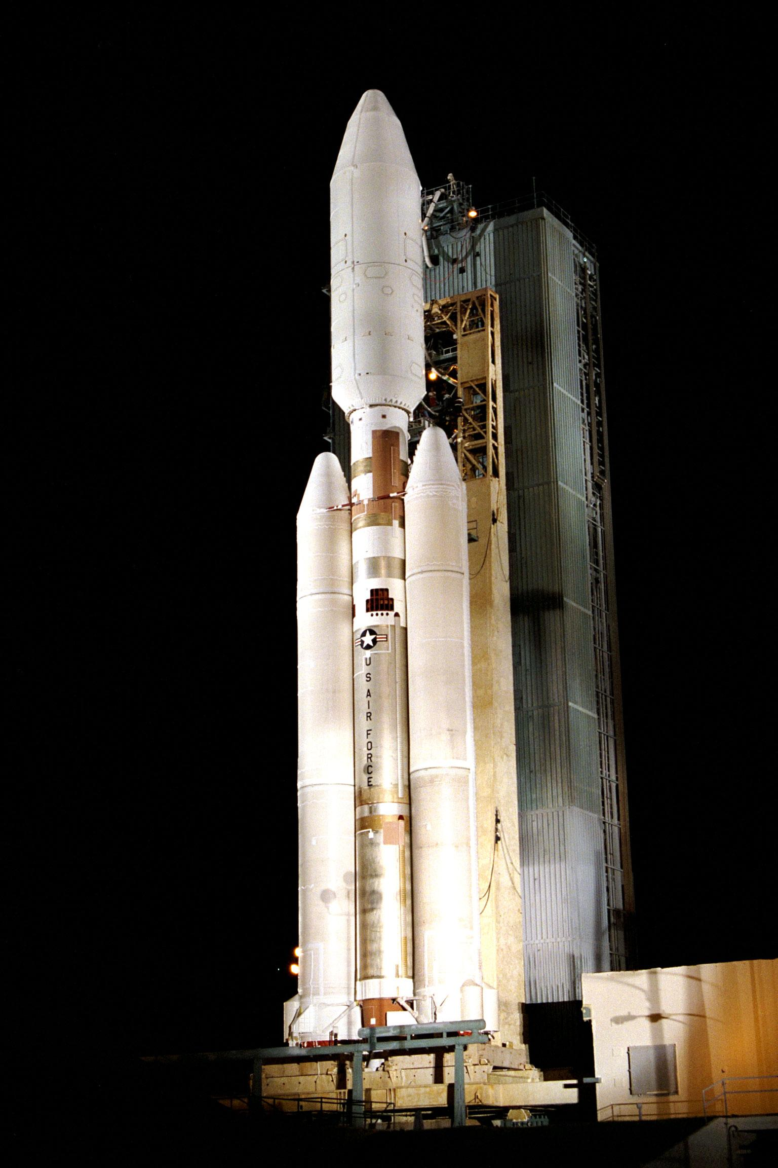 File Titan 4b With Cassini Huygens On Board With The