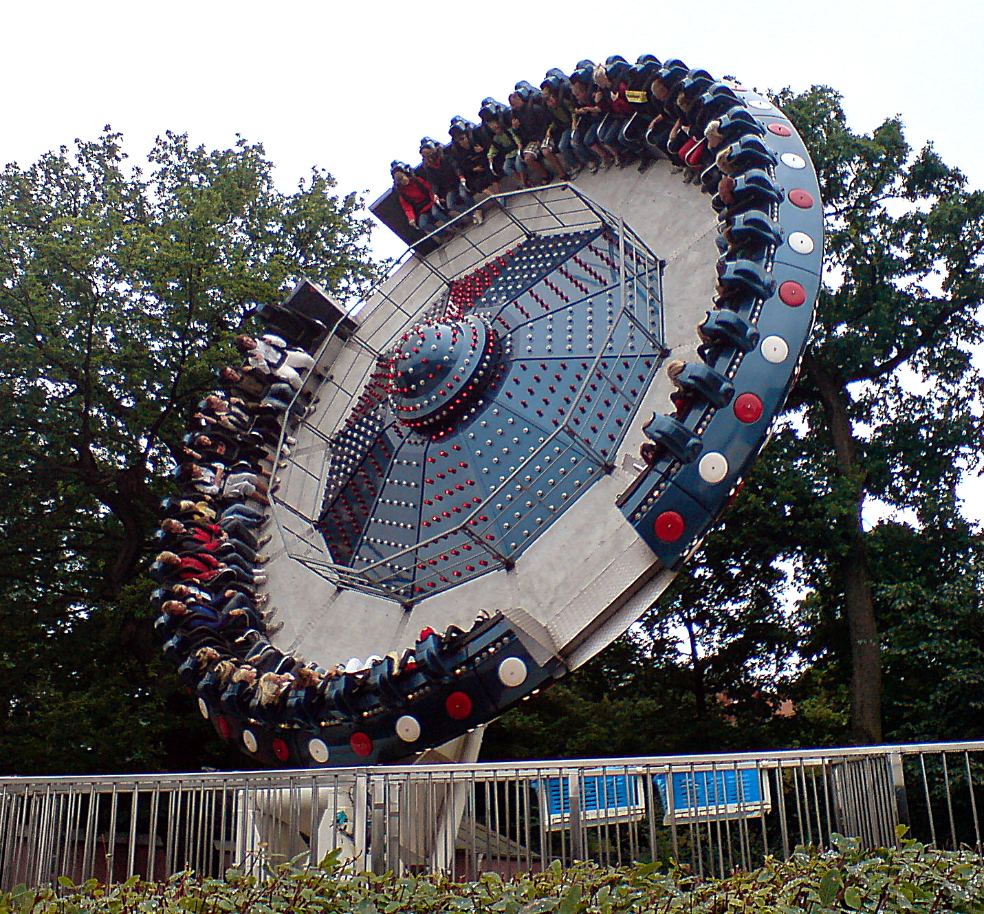 http://upload.wikimedia.org/wikipedia/commons/5/56/Tornado_liseberg.JPG