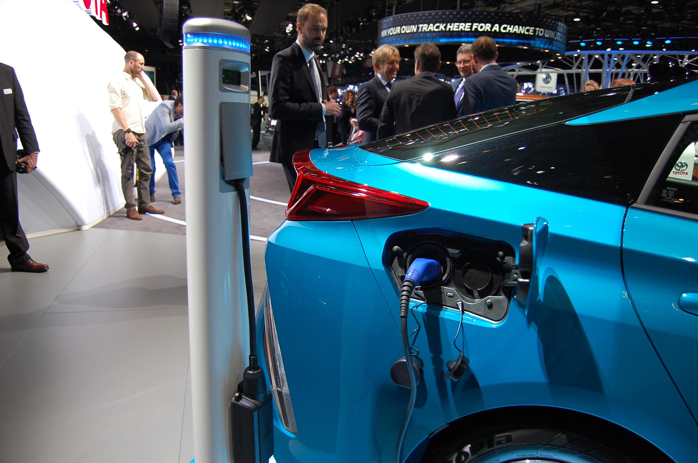 File Toyota Prius Plug In Hybrid Paris Motor Show 2016 04 Jpg
