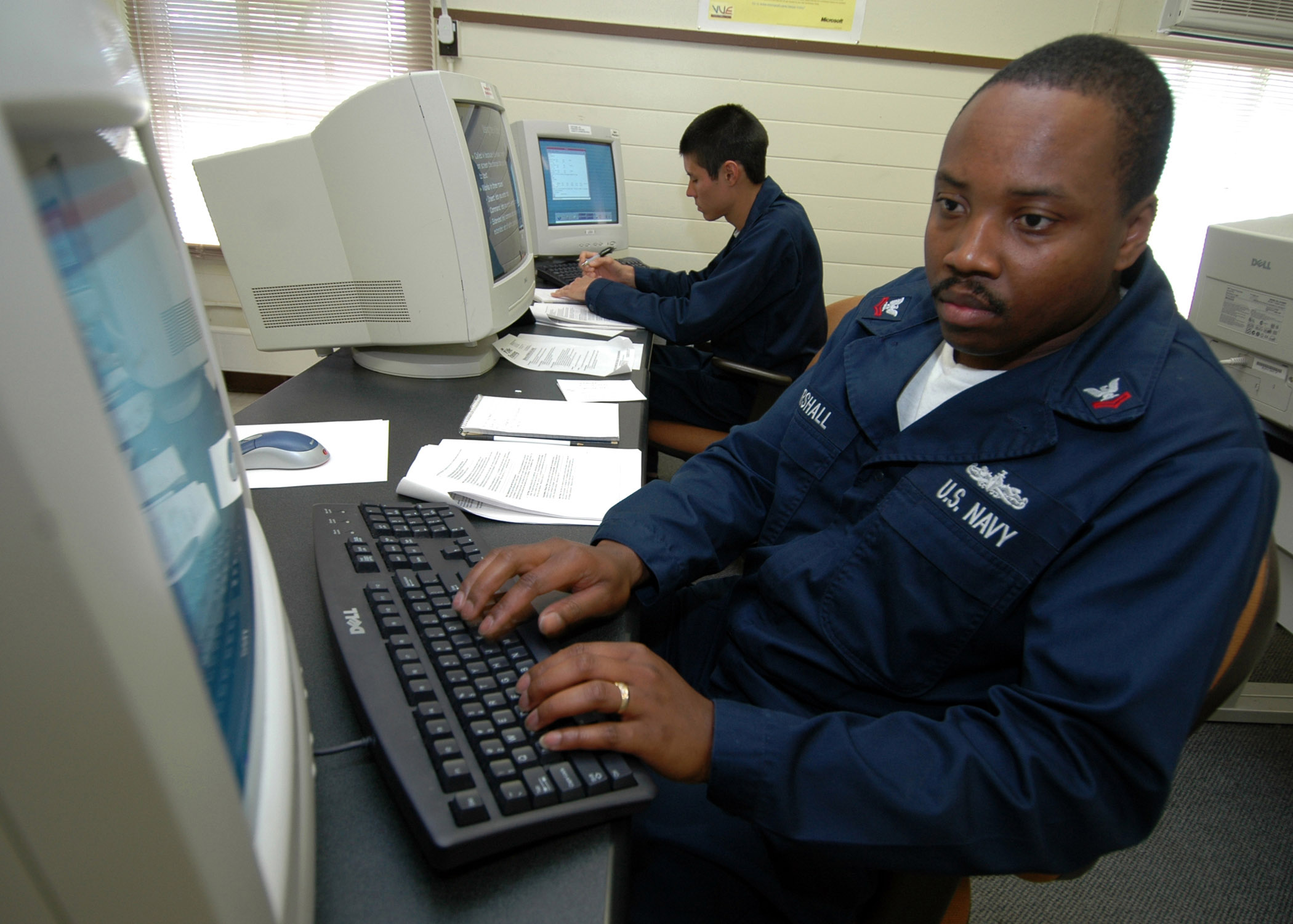 File:US Navy 070214-N-0879R-001 Information Systems Technician 2nd ...