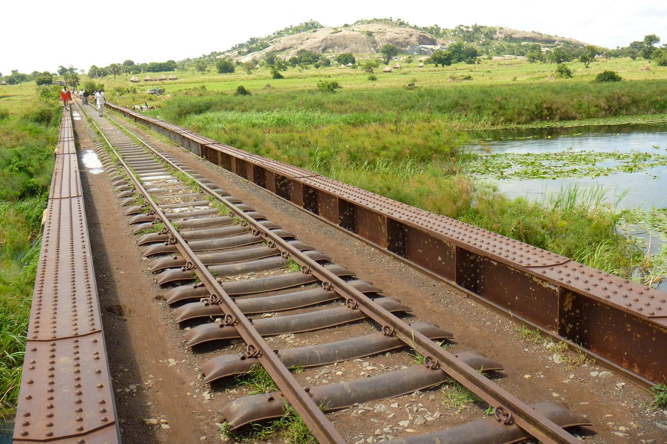 essay on scene of railway station in hindi