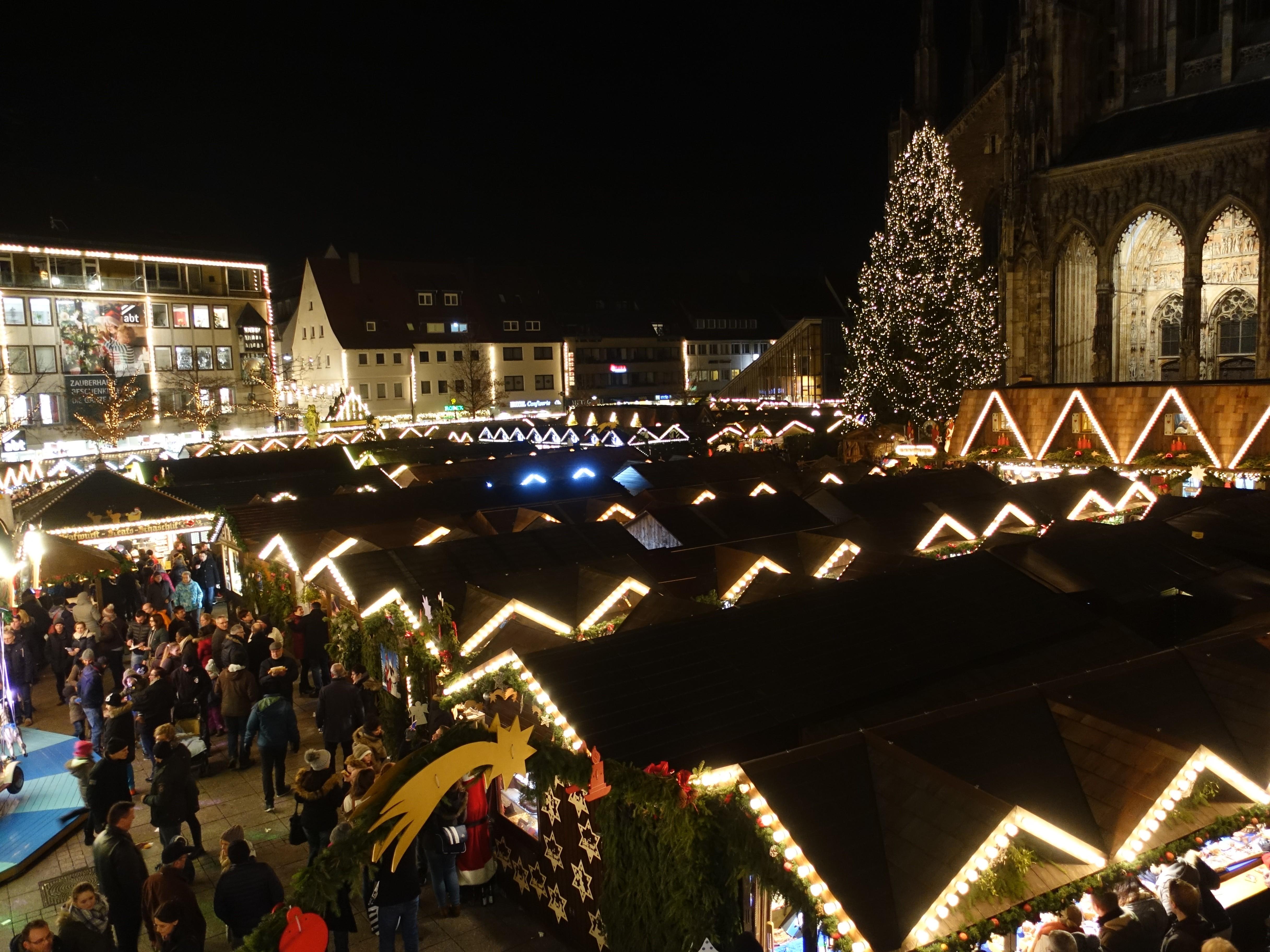 Ulm Weihnachtsmarkt.File Ulm Weihnachtsmarkt Auf Dem Münsterplatz Jpg Wikimedia Commons