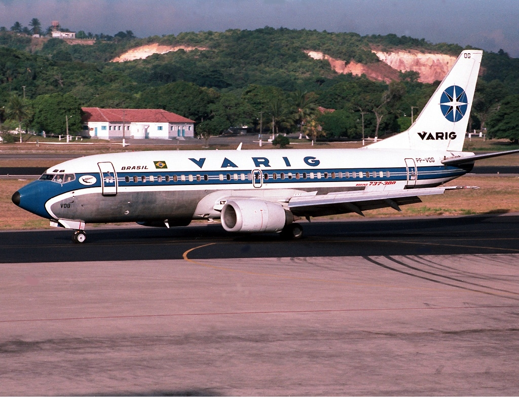 https://upload.wikimedia.org/wikipedia/commons/5/56/VARIG_Boeing_737-300_JetPix.jpg