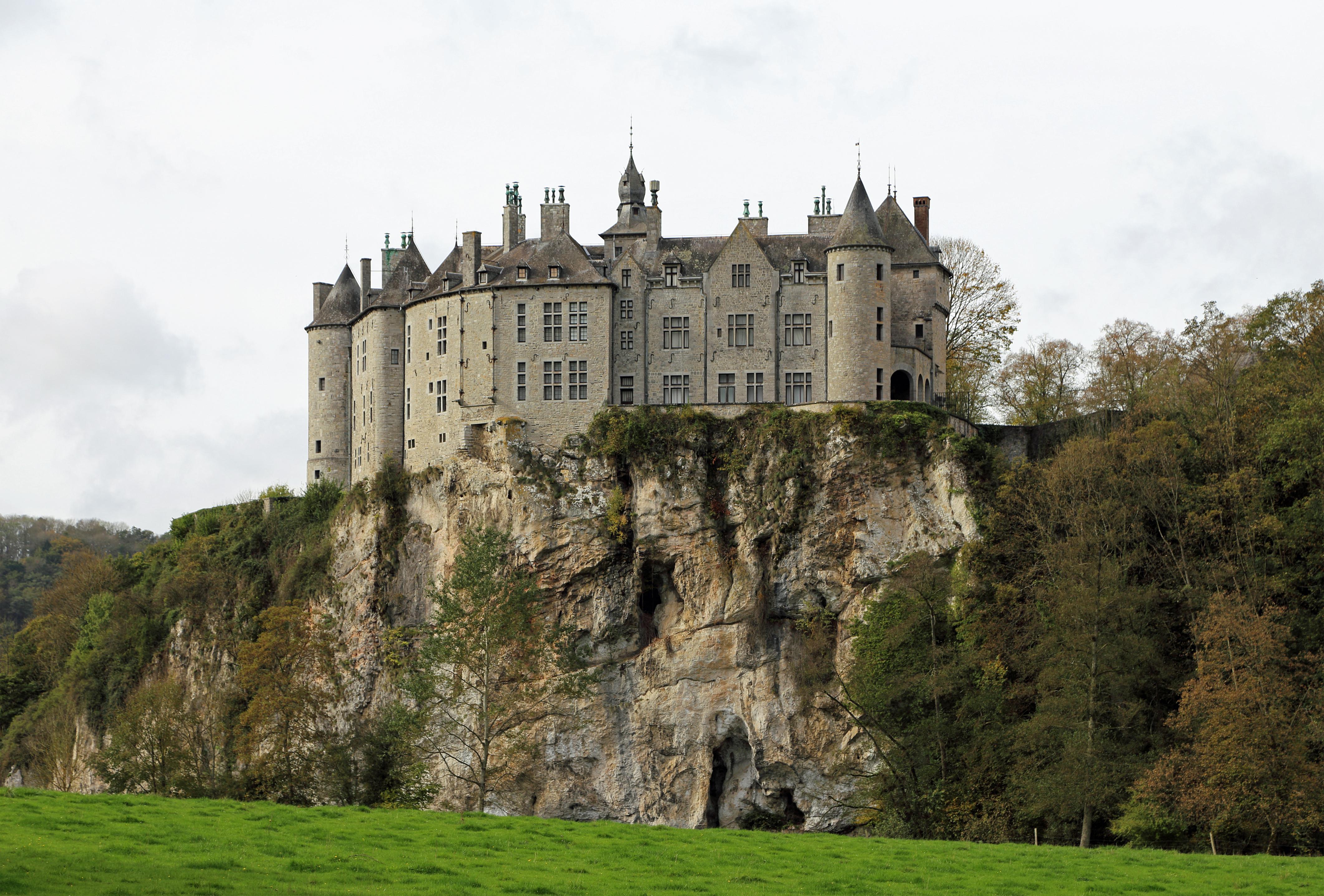 File:Walzin Castle R05.jpg