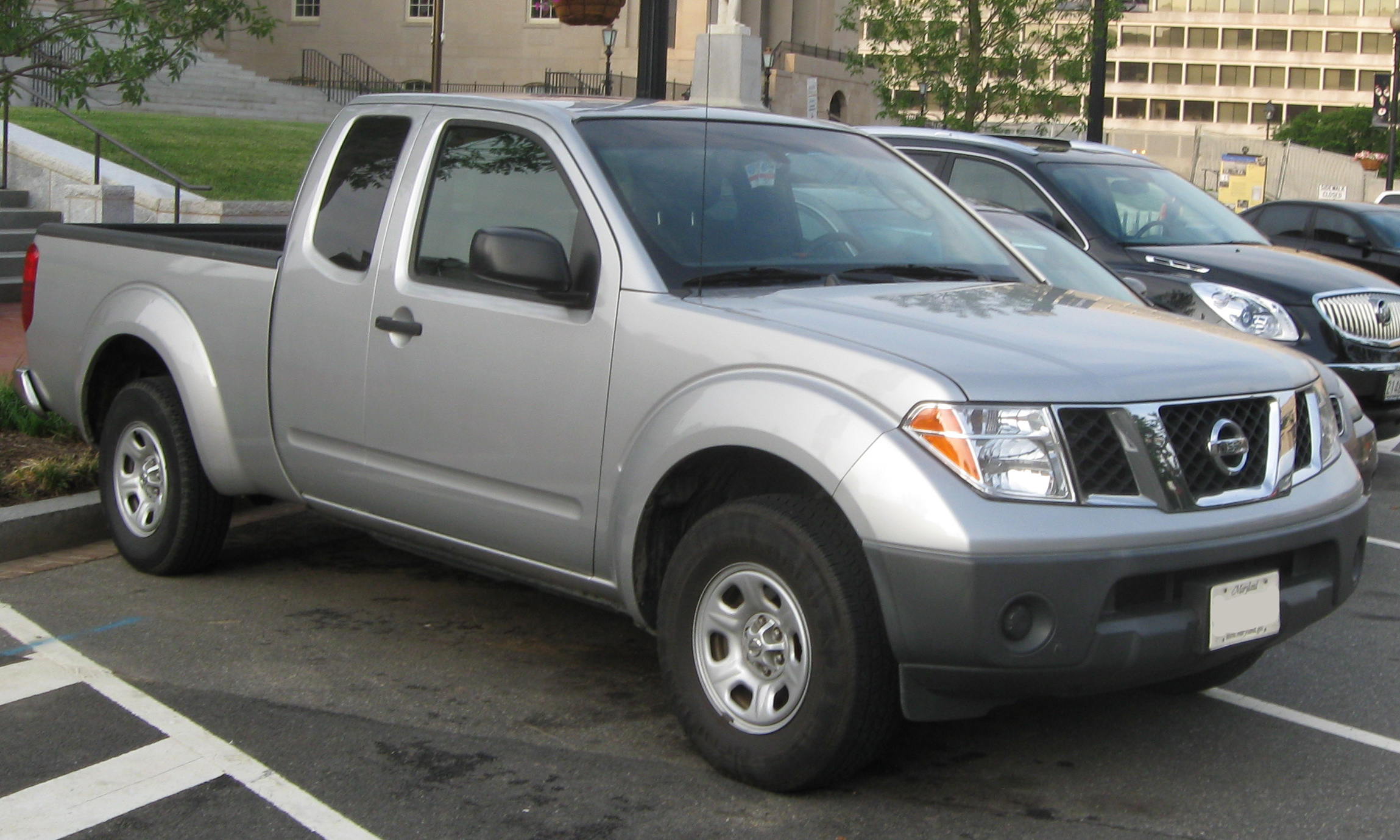 File:05-08 Nissan Frontier XE extended cab.jpg - Wikimedia Commons
