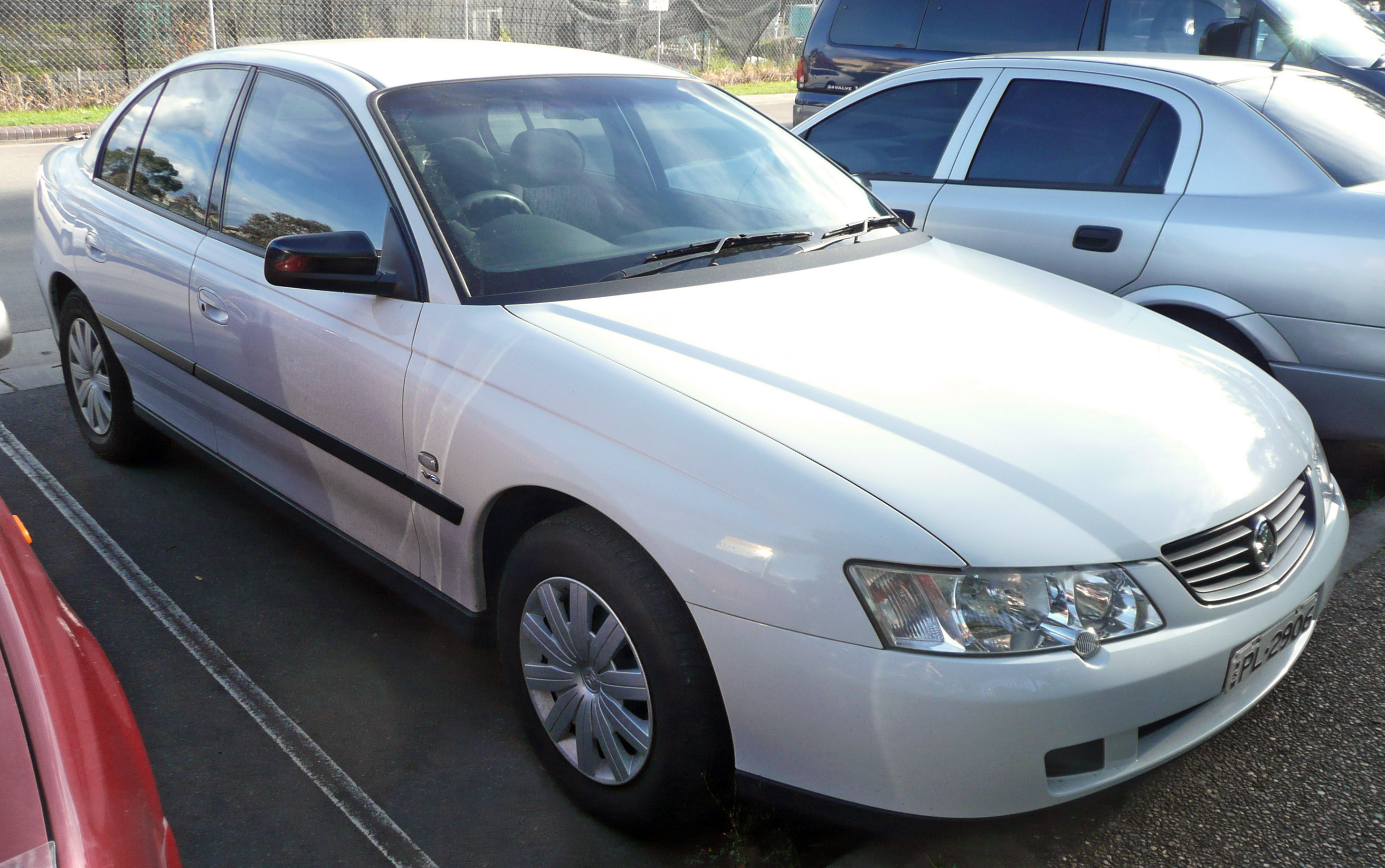 File2002 2003 holden vy commodore executive sedan 02g file2002 2003 holden vy commodore executive sedan 02g vanachro Gallery