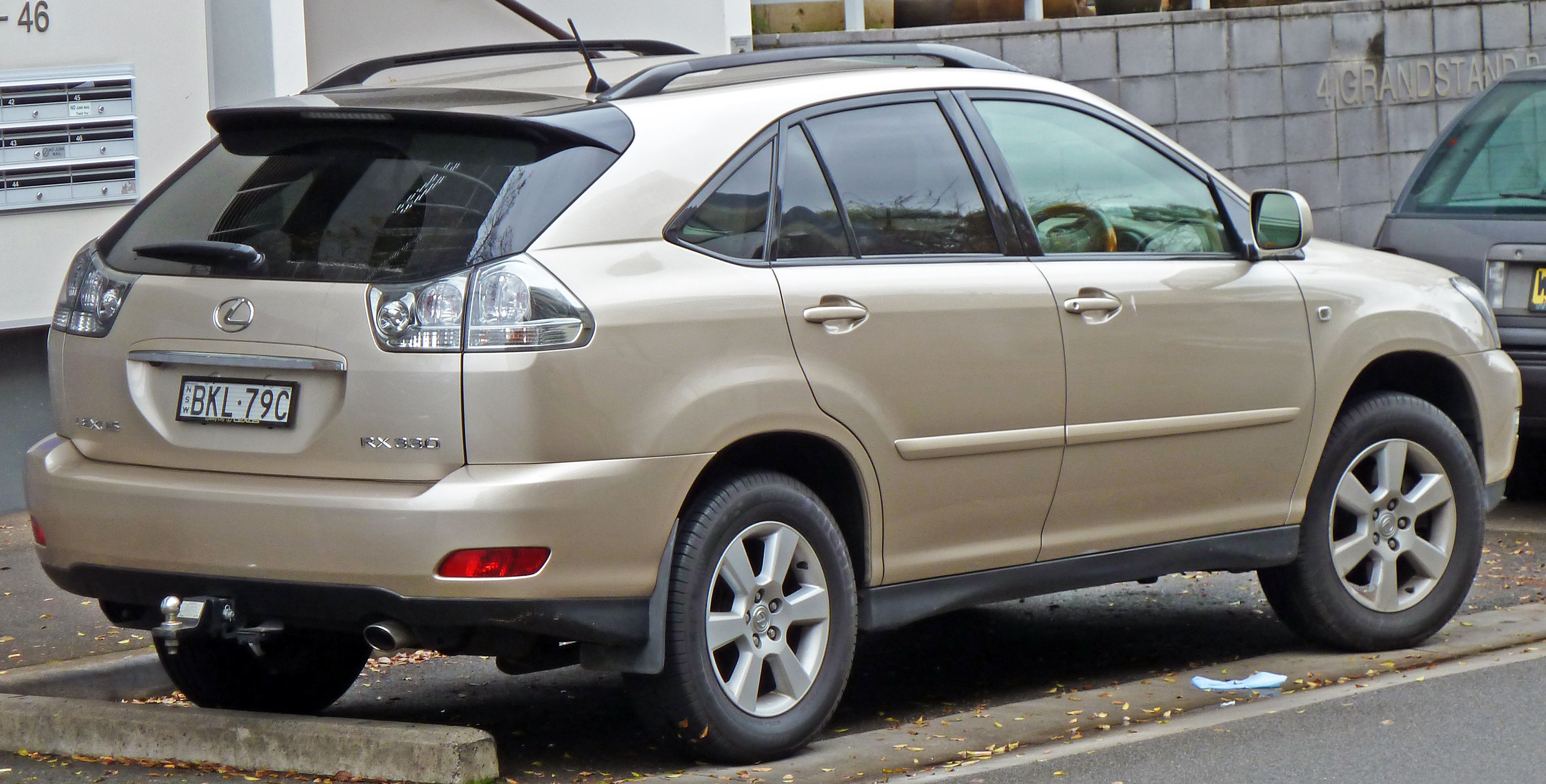 File:2004 Lexus RX 330 (MCU38R) Sports Luxury Wagon (2010 07