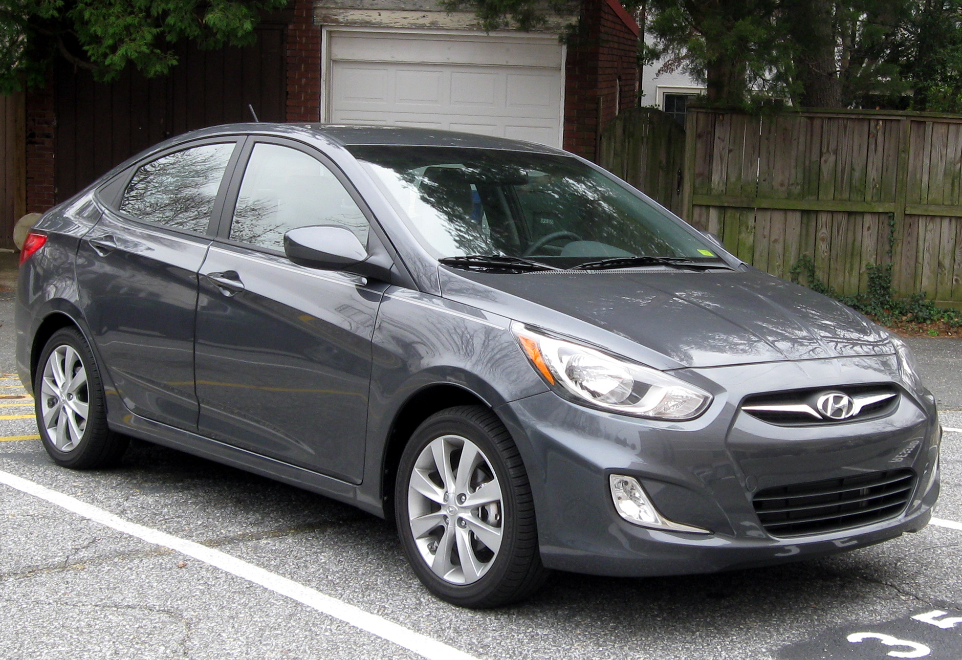 File 2012 Hyundai Accent Gls Sedan 12 14 2011 Jpg Wikimedia Commons