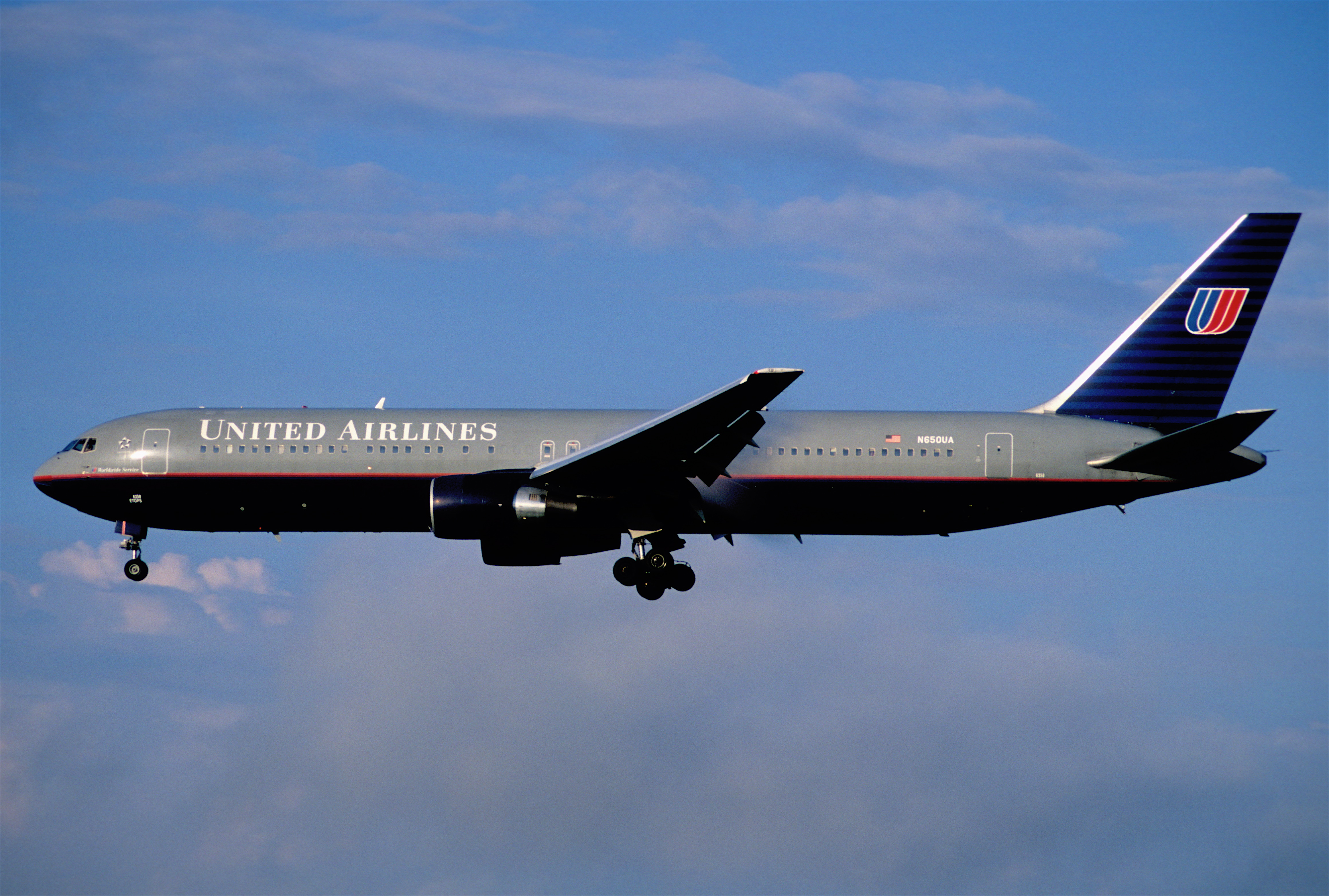 a description of the united airlines an american airline