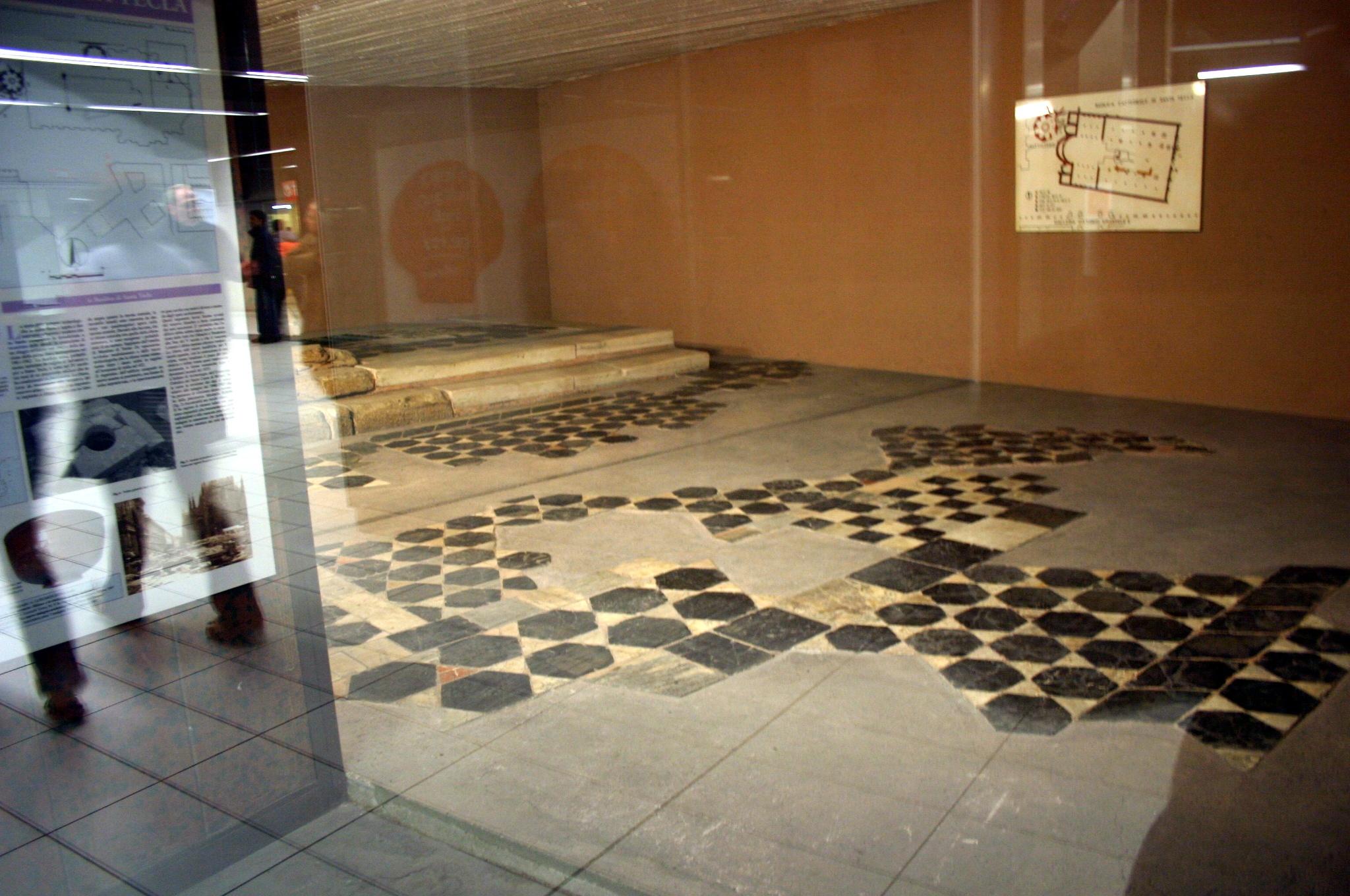 File 4935 milano metropolitana duomo pavimenti di - Foto pavimenti ...