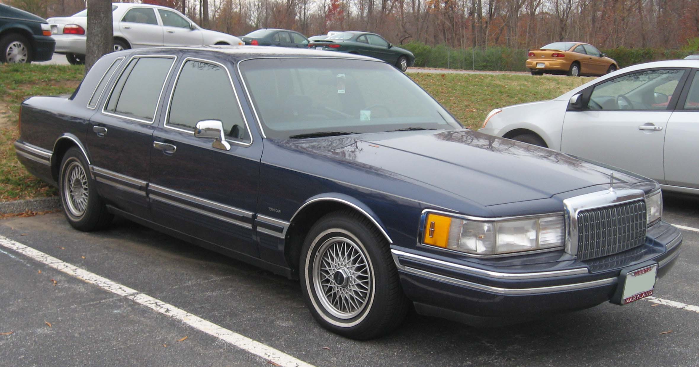 File:90-94 Lincoln Town Car.jpg - Wikimedia Commons