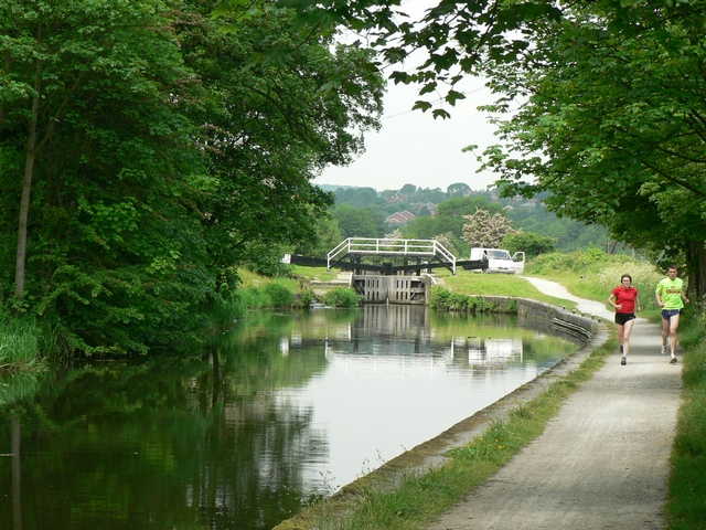 Approaching Kirkstall Lock, Leeds and Liverpool Canal - geograph.org.uk - 183813