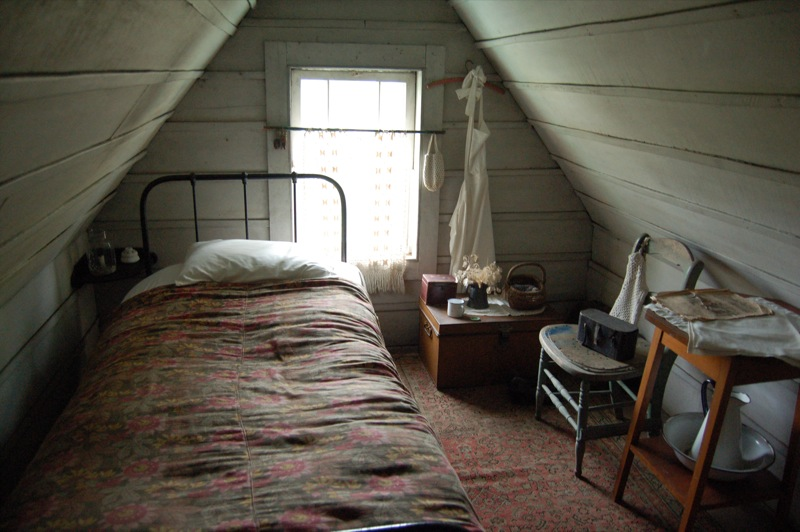 File attic room at alberton wikimedia commons An attic room