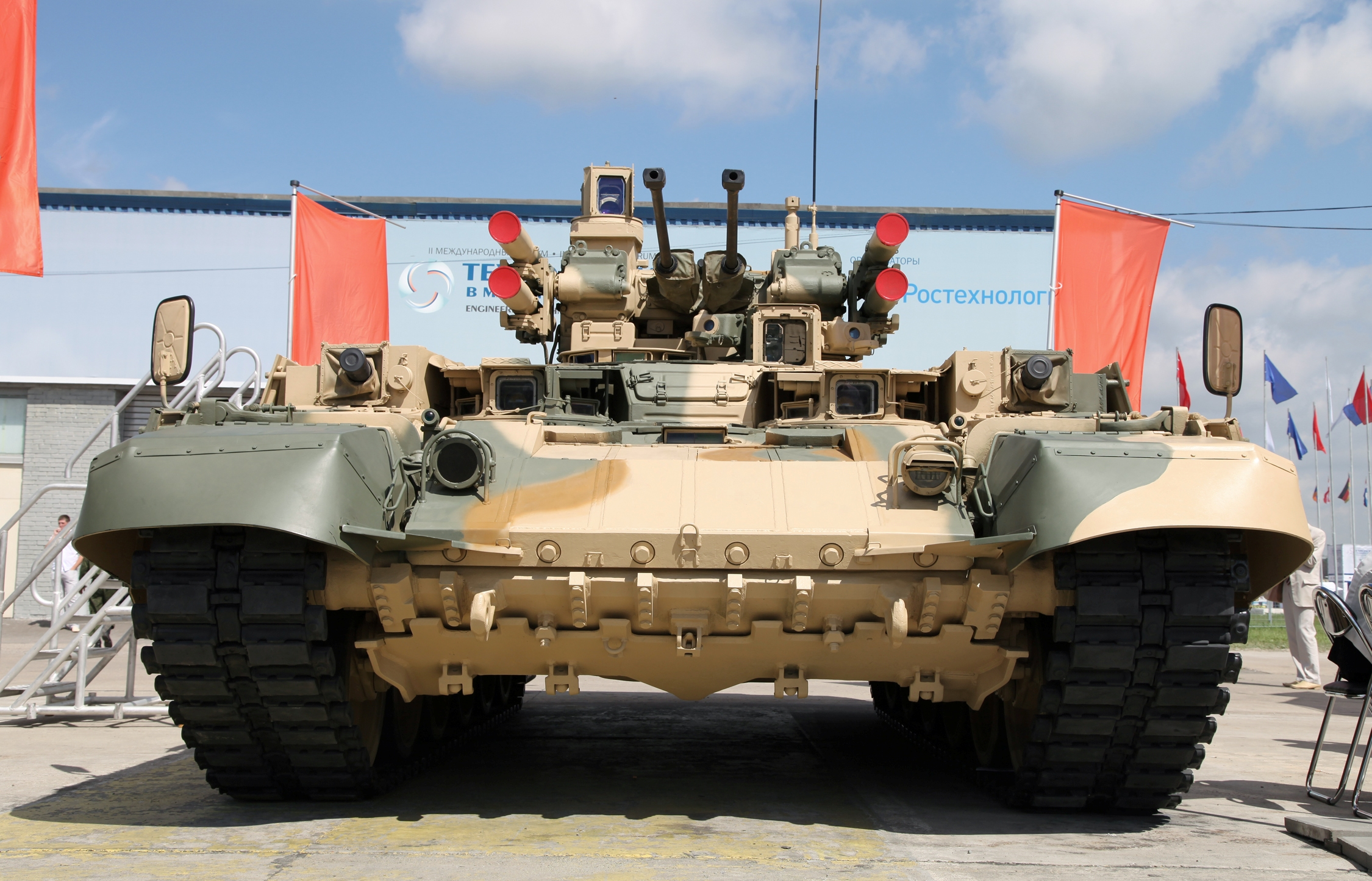 T-72 ΜΒΤ modernisation and variants - Page 7 BMPT_at_Engineering_Technologies_2012_(1)
