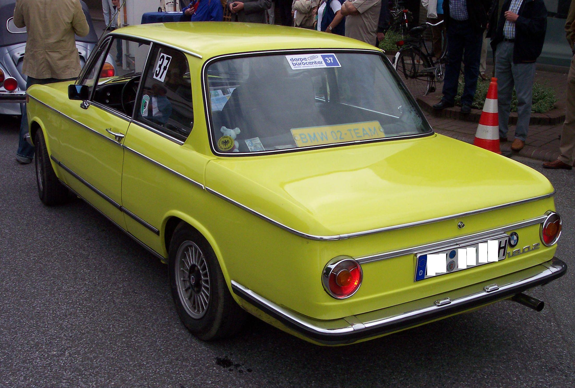 File:BMW 1802 yellow hl.jpg - Wikimedia Commons