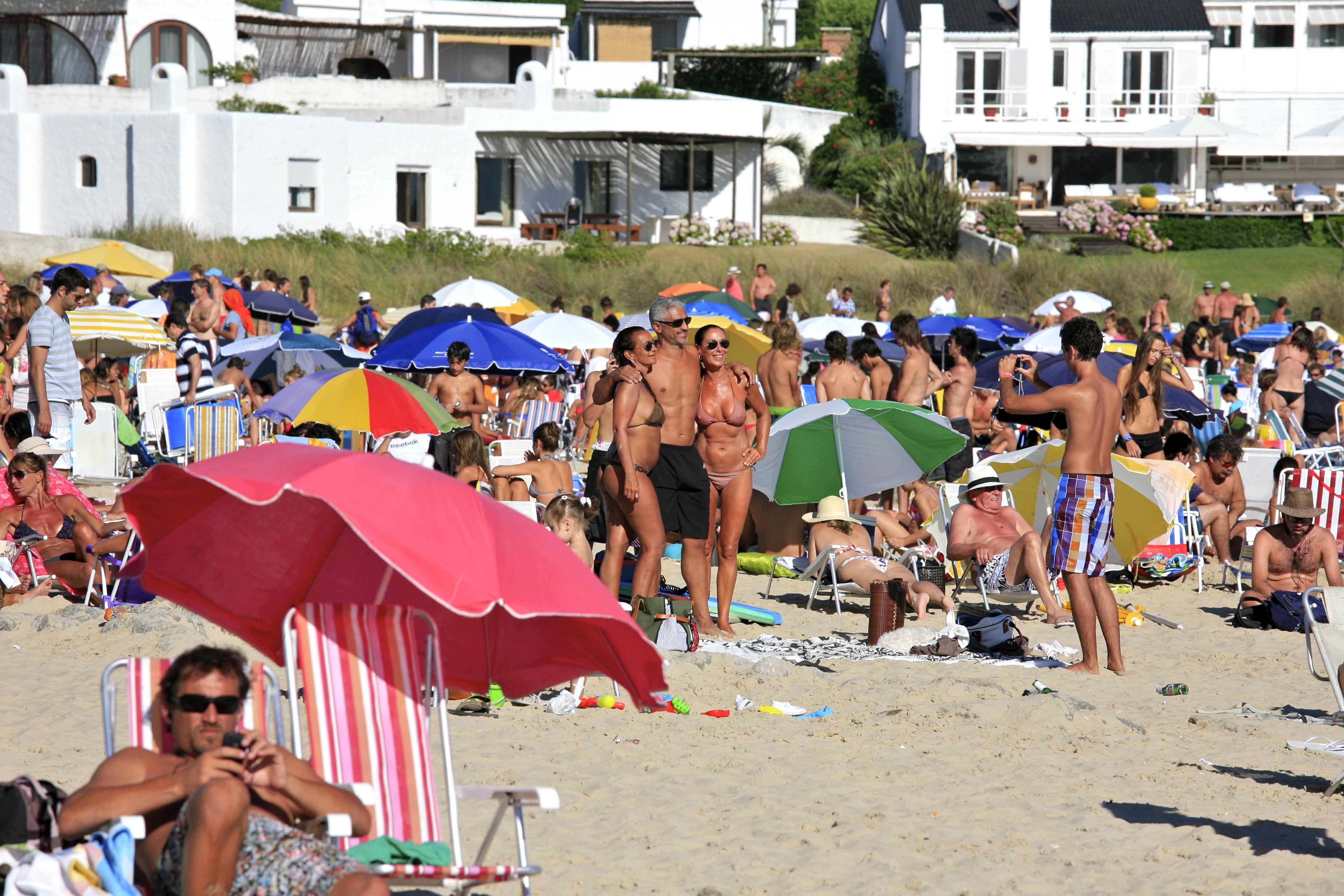 File Beach In Punta Del Este 5364861982 Jpg