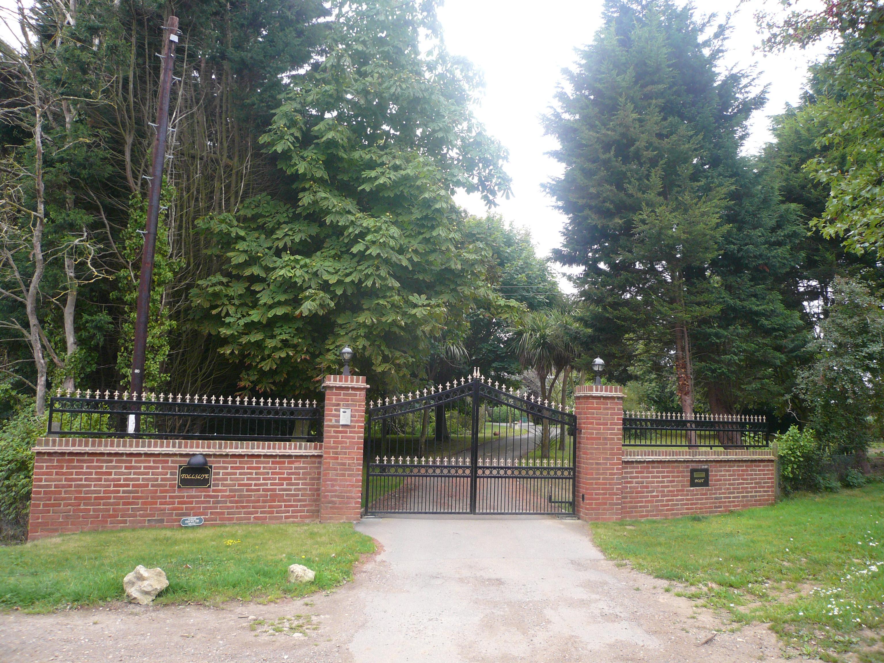 File:Blackwater Tollslye House entrance.JPG - Wikimedia Commons