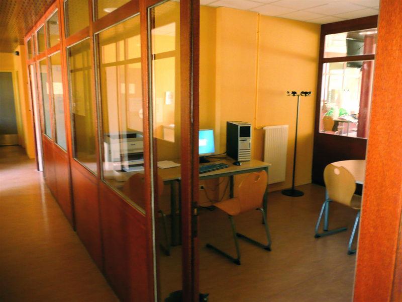 file boxe de travail en salle des professeurs lyc 233 e claude lebois chamond jpg