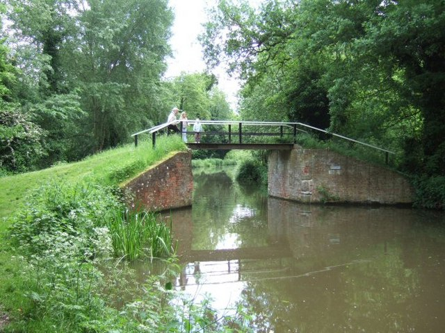 Bridge over the Wey Navigations - geograph.org.uk - 177537