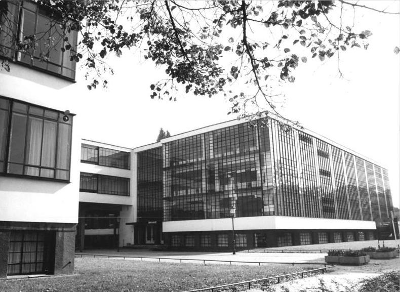File bundesarchiv bild 183 1987 0204 305 dessau bauhaus for Architecture bauhaus