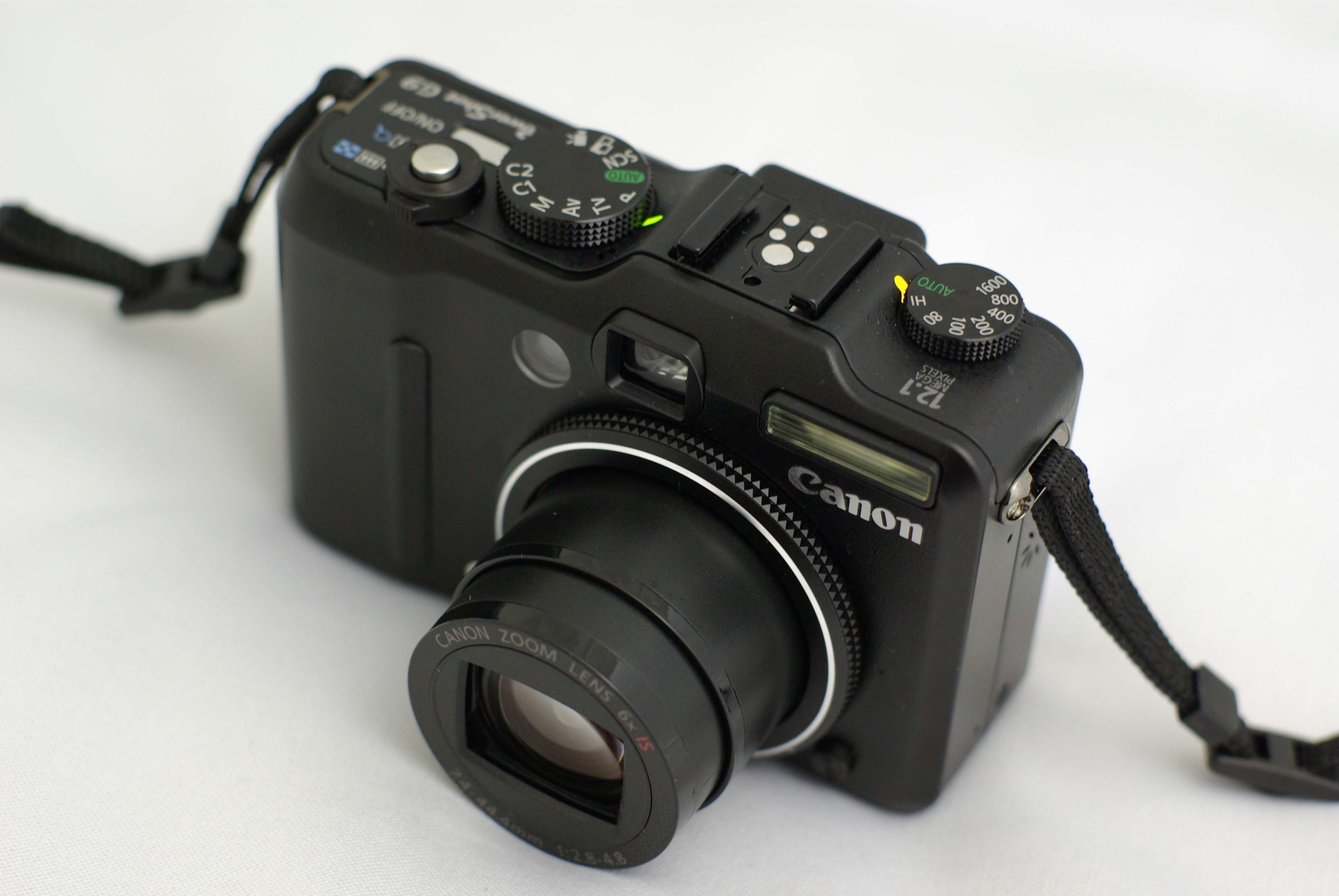 Alles im blick oder ganz nah ran -- das canon 8fach zoomobjektiv sorgt mit intelligent is und smart auto für gro0dfartige fotos und hd-movies