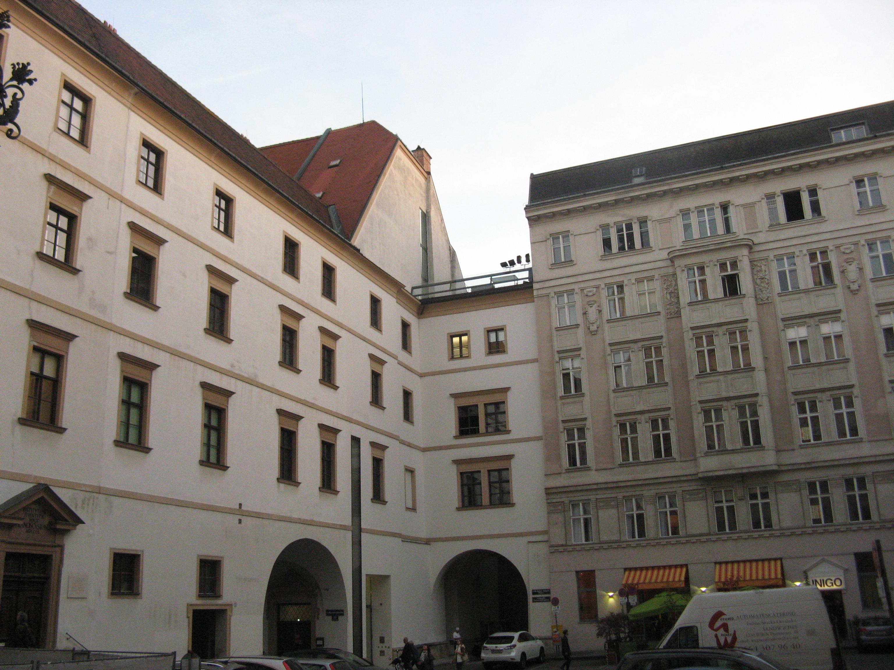 Dr.-Ignaz-Seipel-Platz 09.JPG