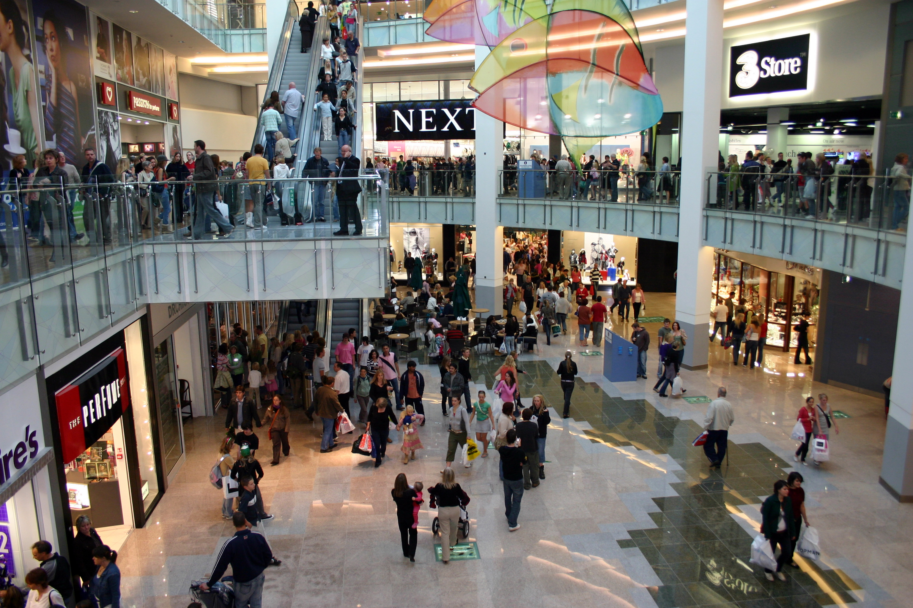 descriptive essay busy shopping mall