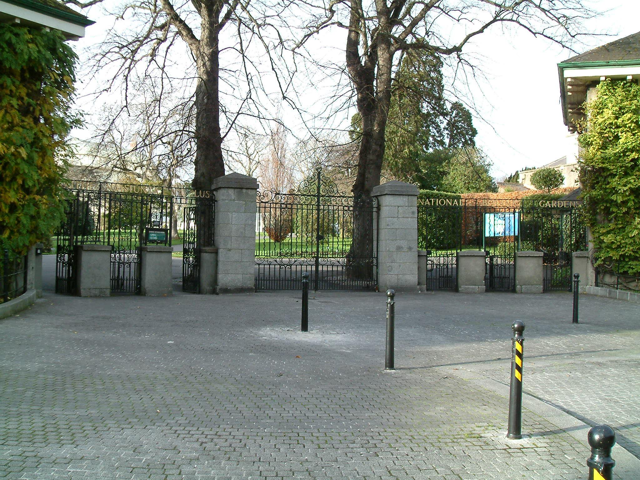 File:Dublin National Botanic Gardens Entrance.jpg