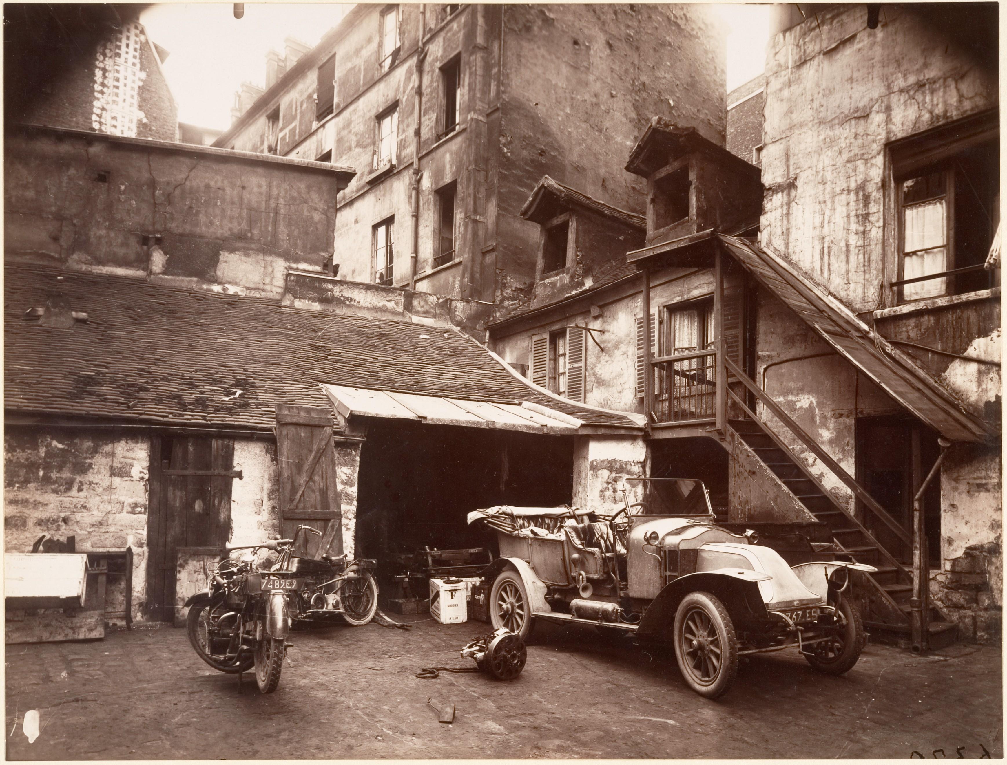 File eug ne atget cour 7 rue de valence for Garage ad valence