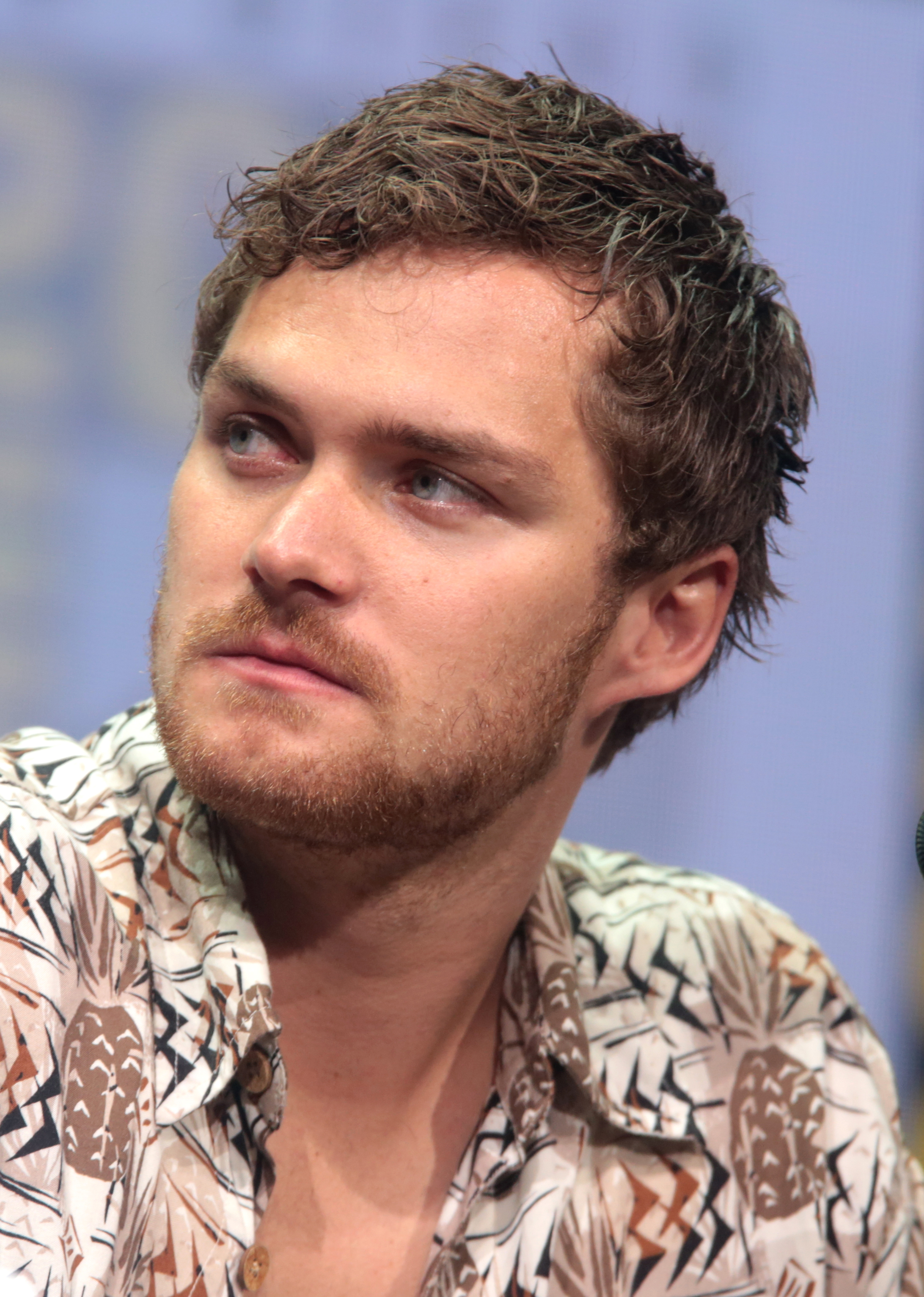 The 30-year old son of father (?) and mother(?) Finn Jones in 2018 photo. Finn Jones earned a  million dollar salary - leaving the net worth at 3 million in 2018