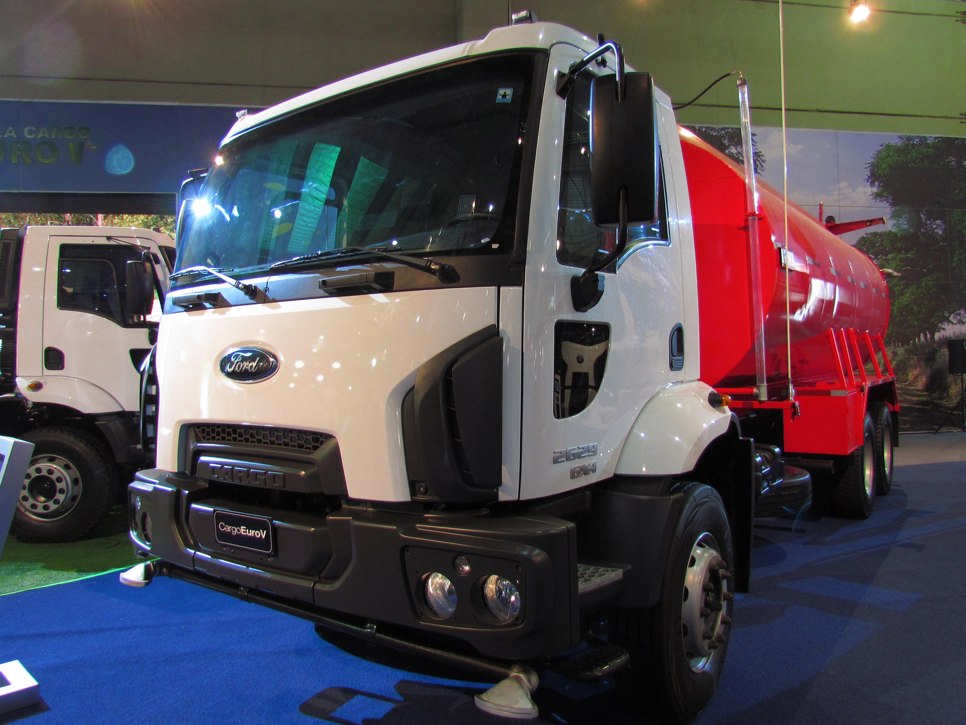 File:Ford Cargo 2629 6x4 2012 (13770846904).jpg