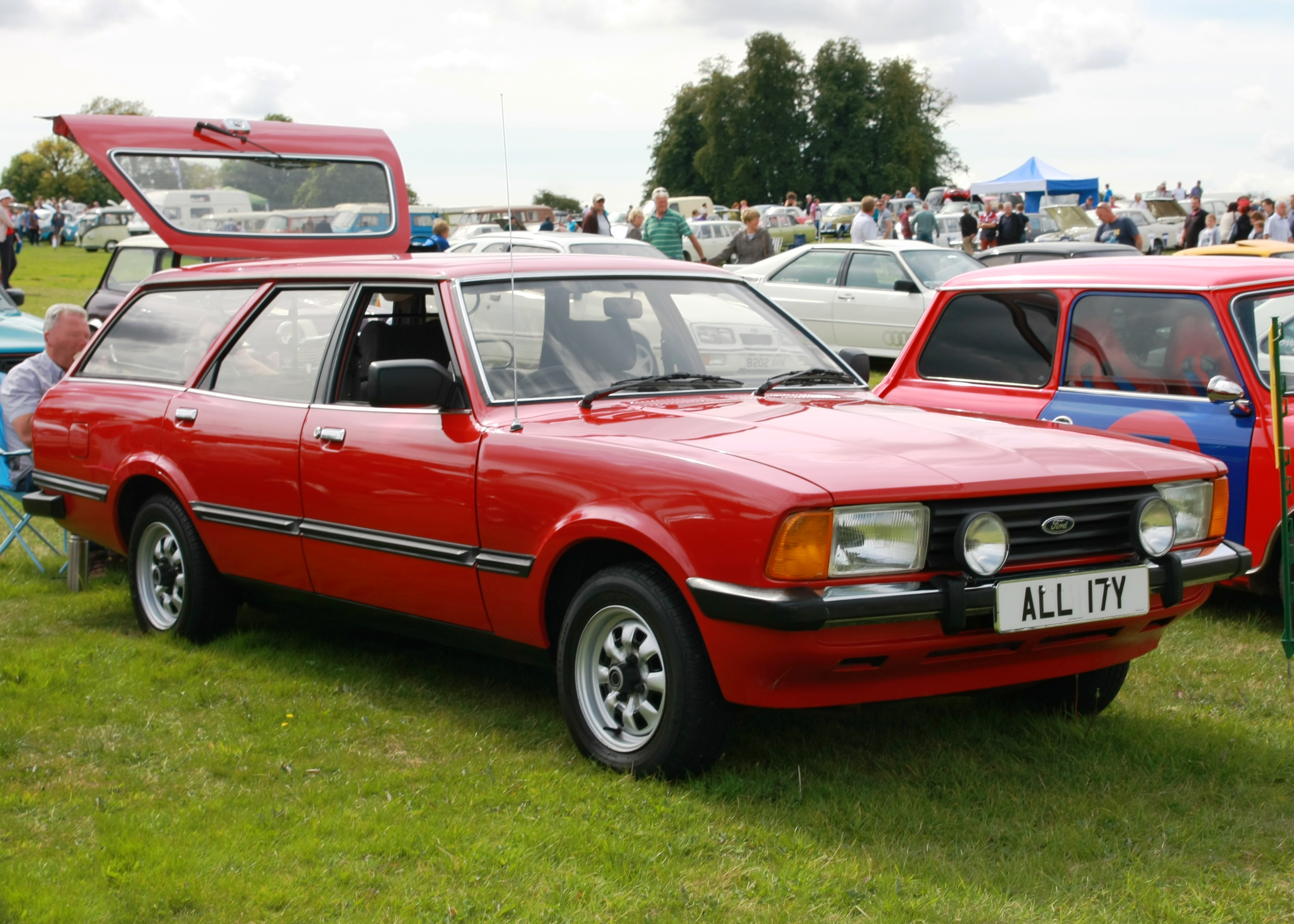 File:Ford Cortina MkV estate registered August 1982 1993cc ...