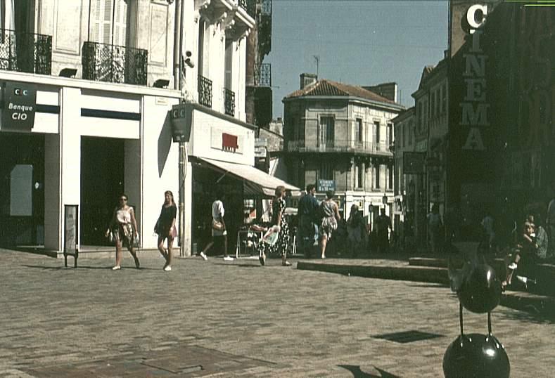 France - Charente - Angoulême - Rue piétonne (vers 1992); square Marengo