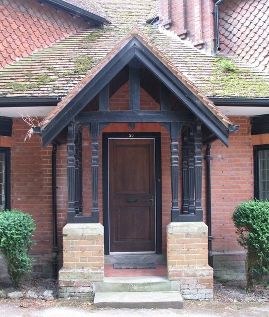 File:Gable-Roofed Porch at Tring. - geograph.org.uk - 1483651.jpg