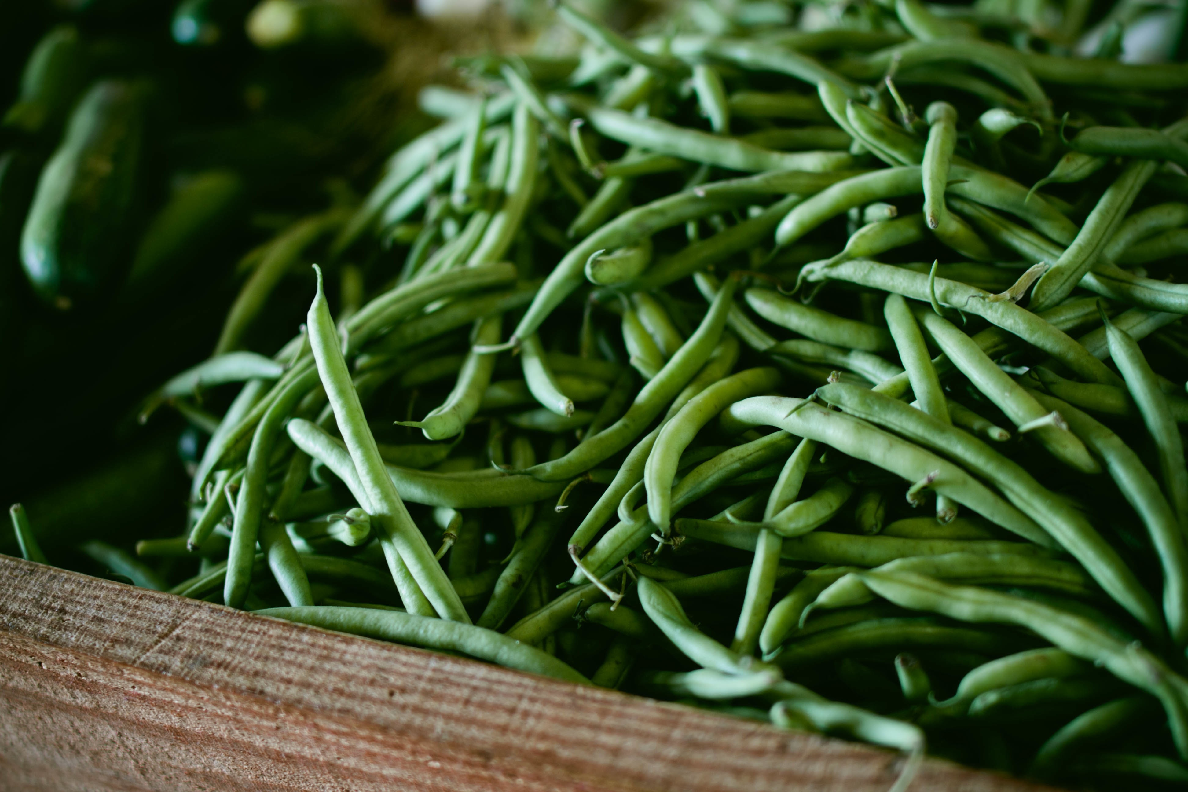File:Green beans in a wooden box.jpg - Wikimedia Commons