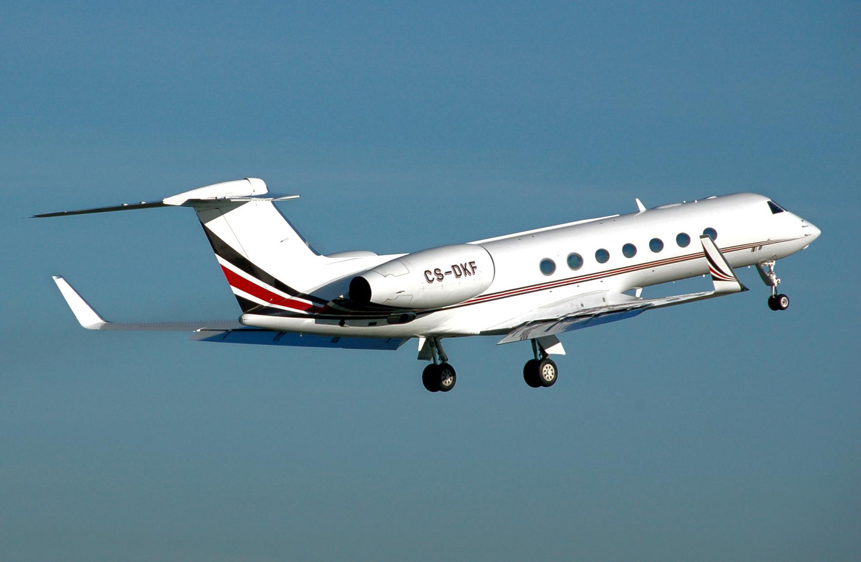 Image:Gulfstream.g550.cs-dkf.climb.arp