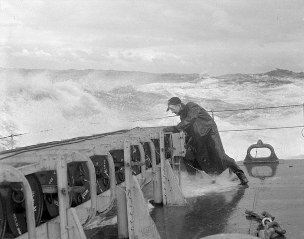 File:HMCS Matane depth charges Jan 1944 LAC 3203676.jpg