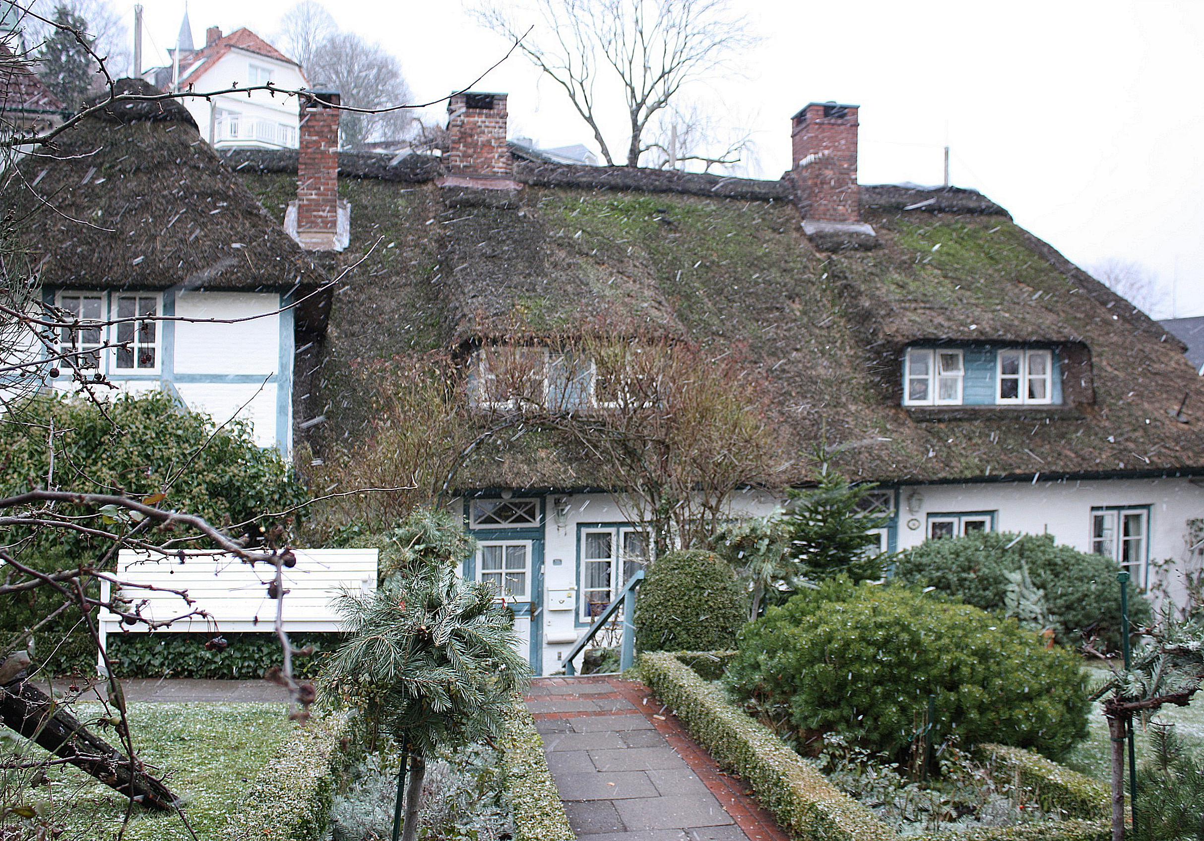File Hamburg Blankenese Thatched Roof House At The Foot
