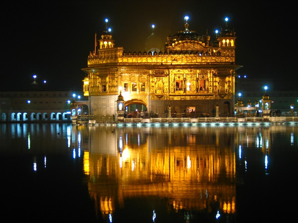 Check out 35 gorgeous photos of the golden temple of india for Golden night