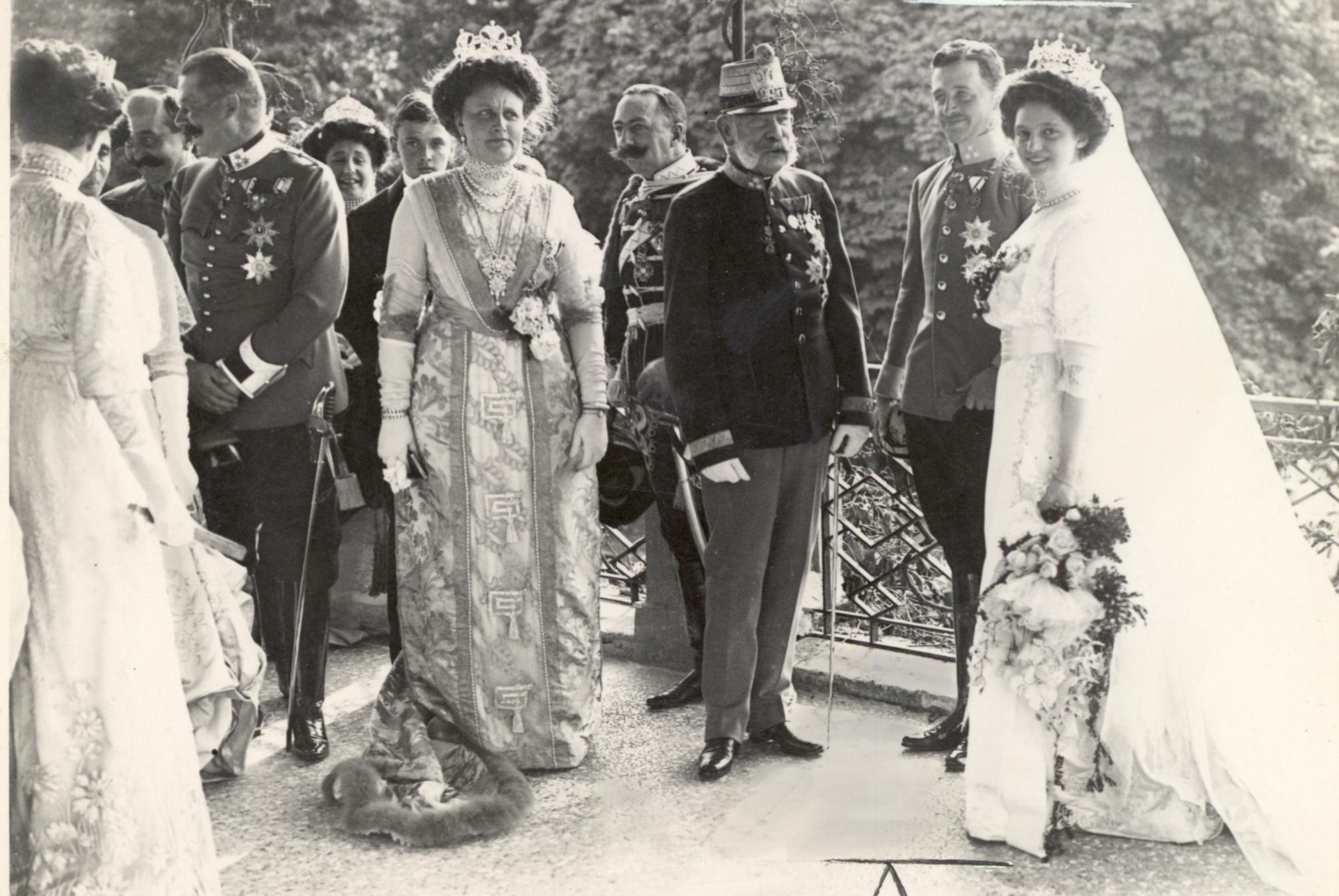 Description Hochzeit Erzh Karl und Zita Schwarzau 1911b.jpg