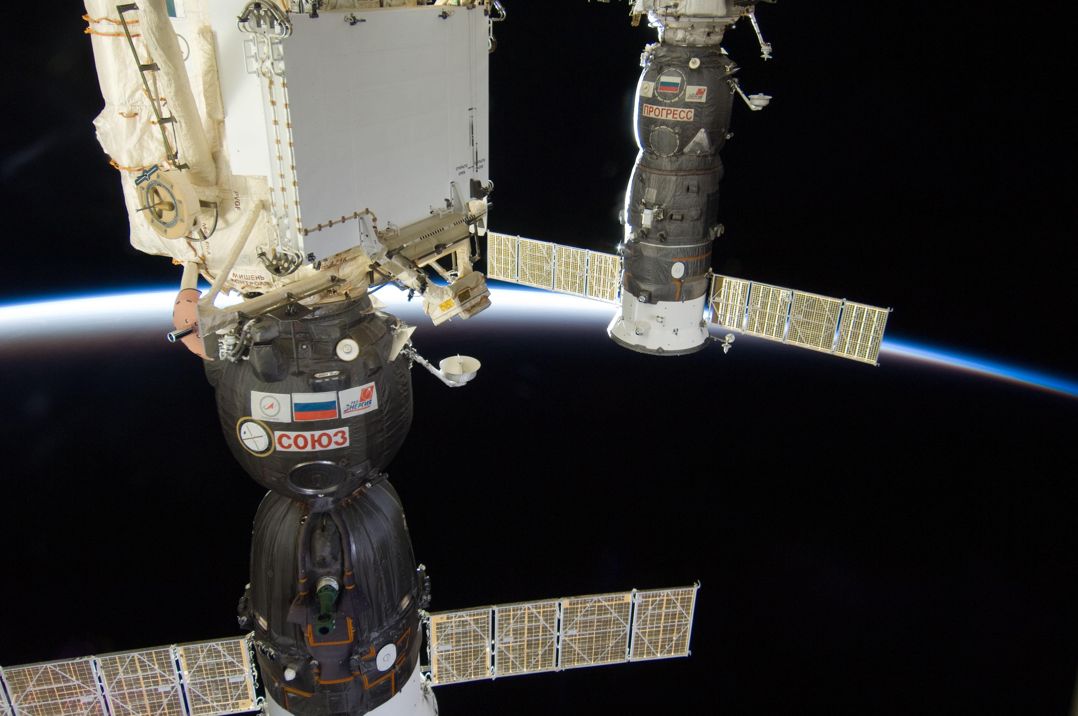 File:ISS-30 Soyuz TMA-03M and Progress M-13M.jpg ...