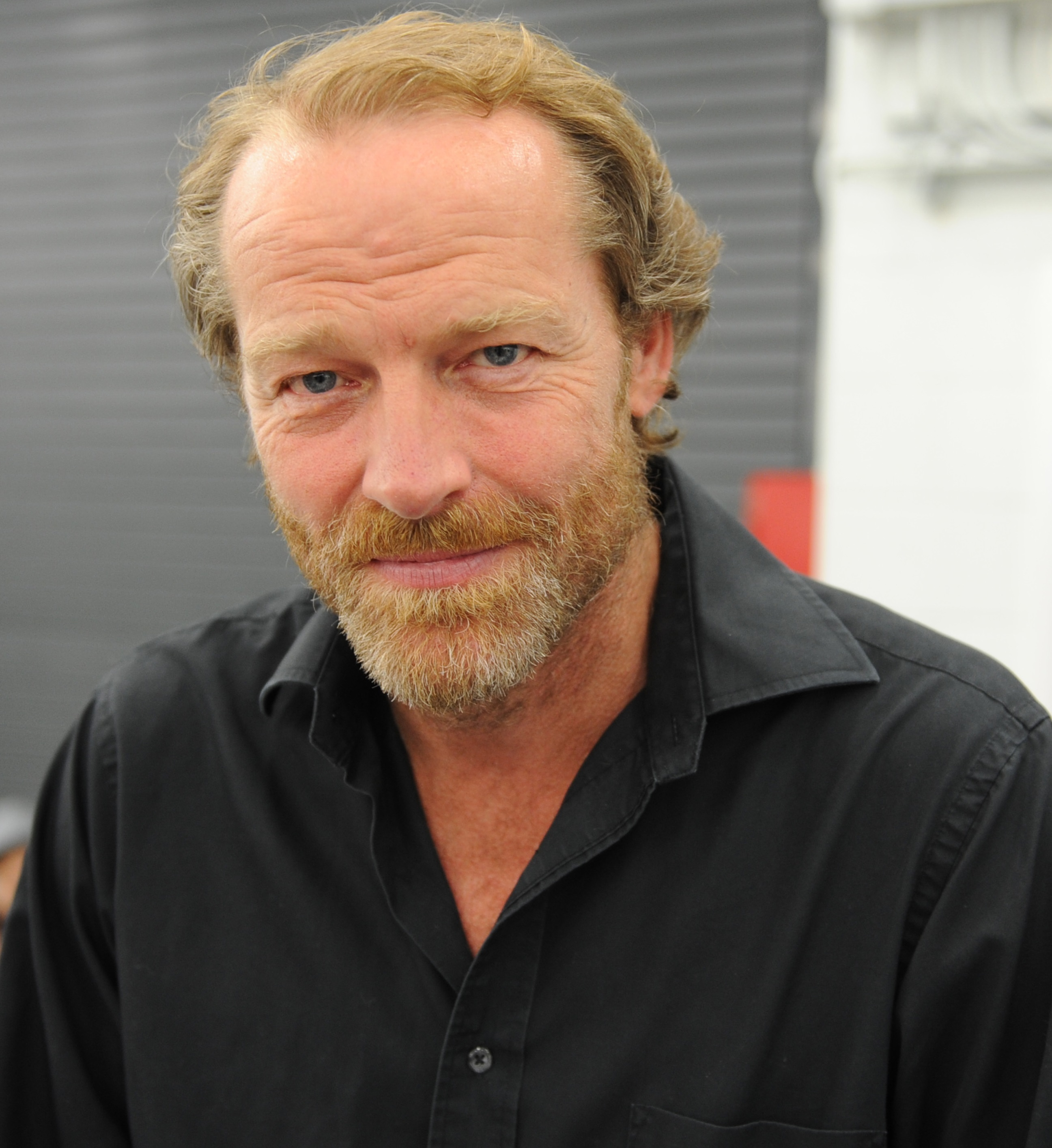 The 57-year old son of father (?) and mother(?) Iain Glen in 2018 photo. Iain Glen earned a  million dollar salary - leaving the net worth at 4 million in 2018