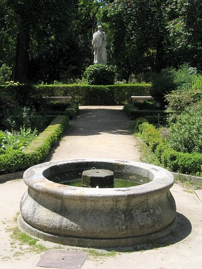 http://upload.wikimedia.org/wikipedia/commons/5/57/JardinBotanicoMadrid5.JPG