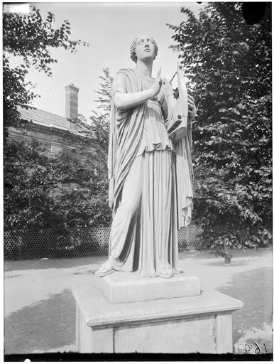 File jardin des tuileries statue de terpsichore erato for Architecture de jardin