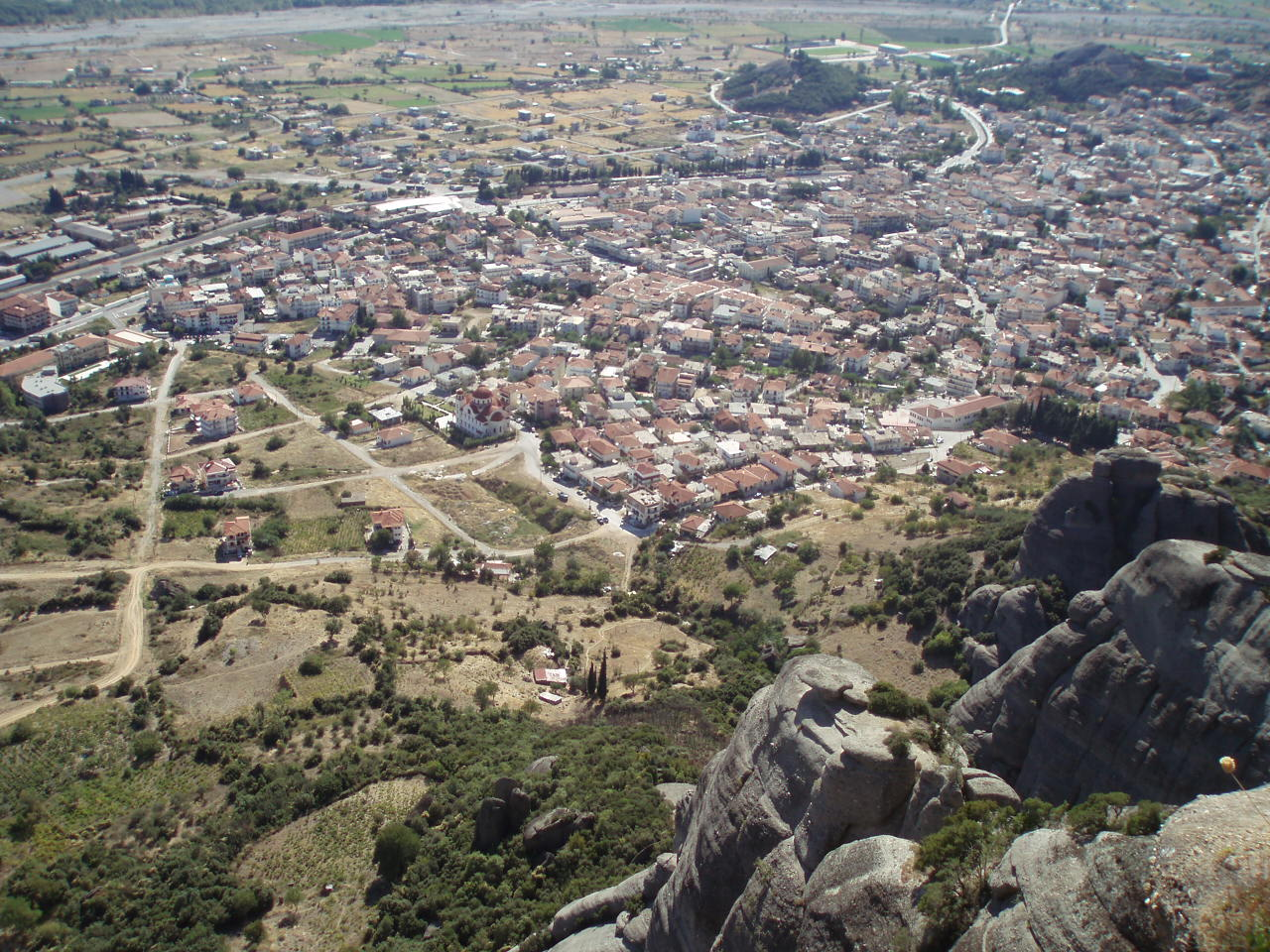 File:Kalambaka, Thessaly, Greece - as seen from Meteora ...