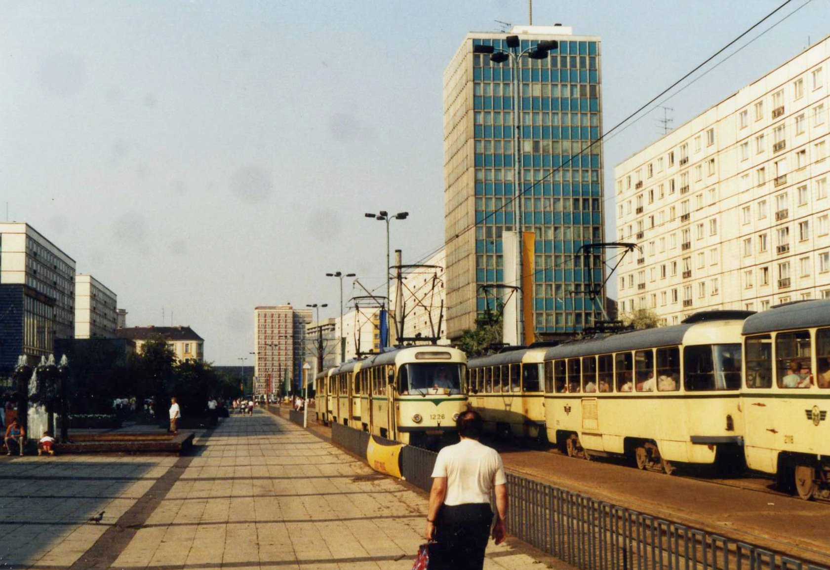 file karl marx str with haus des lehrers magdeburg and tatra t4d and b4d trams aug 1988. Black Bedroom Furniture Sets. Home Design Ideas