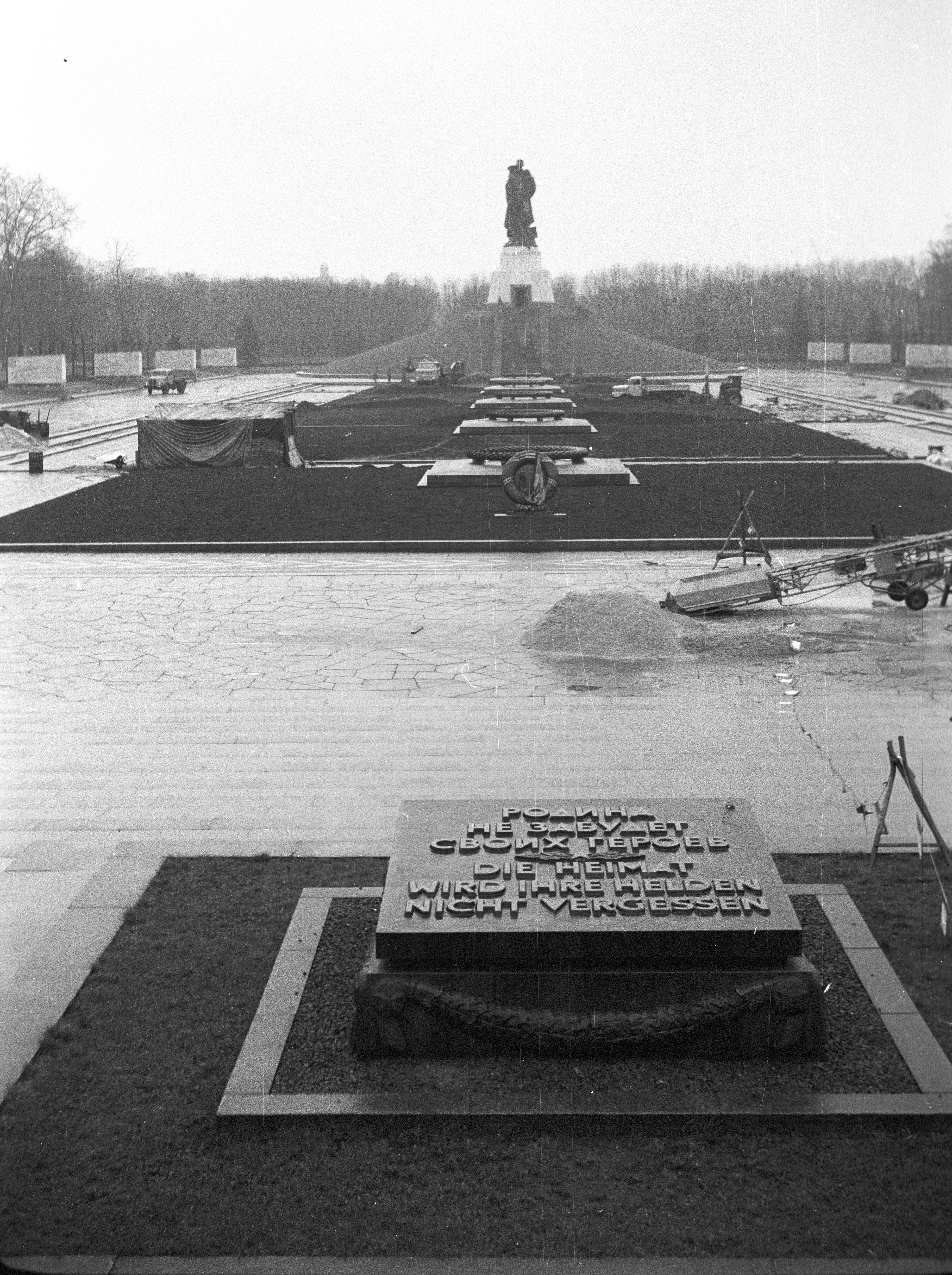FileKelet Berlin Treptower Park Szovjet Hsi Emlkm Fortepan 61095