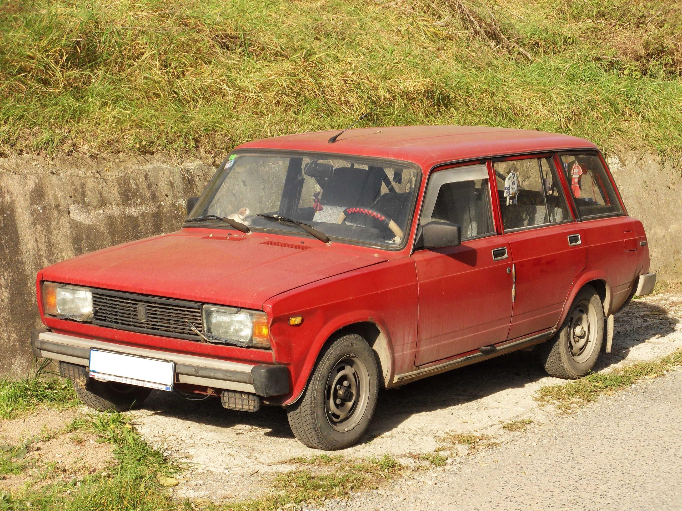 File:Lelekovice, Lada 2104.jpg