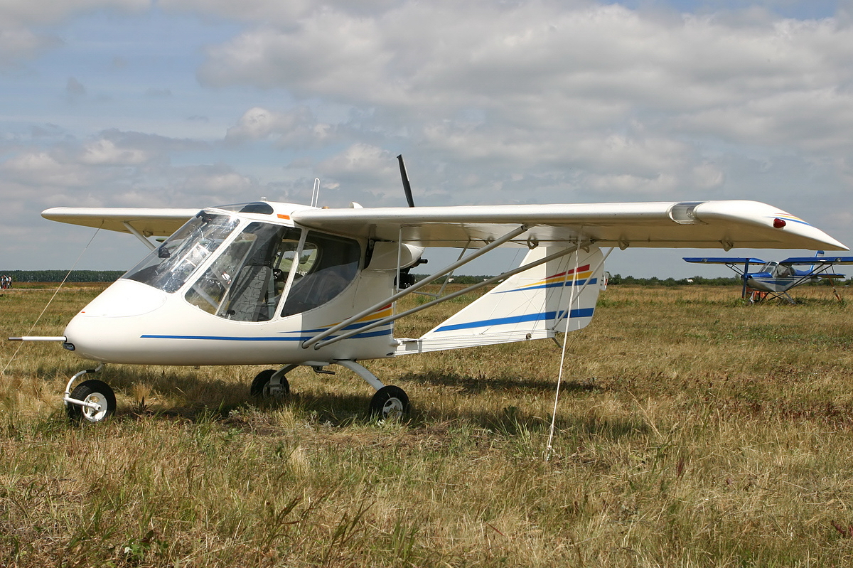 В Мозырском районе экстренно посадили самолет