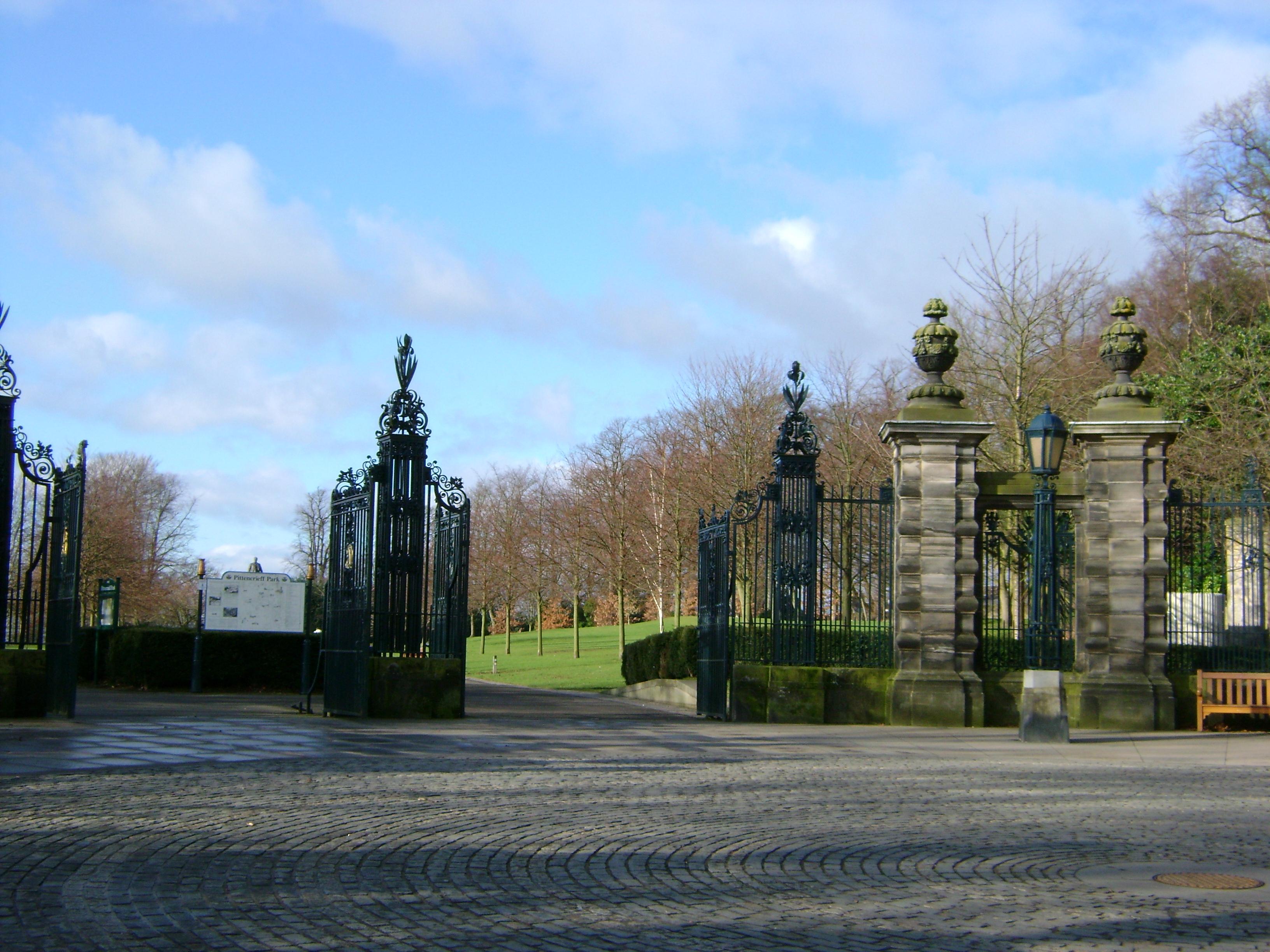 Pittencrieff Park gates